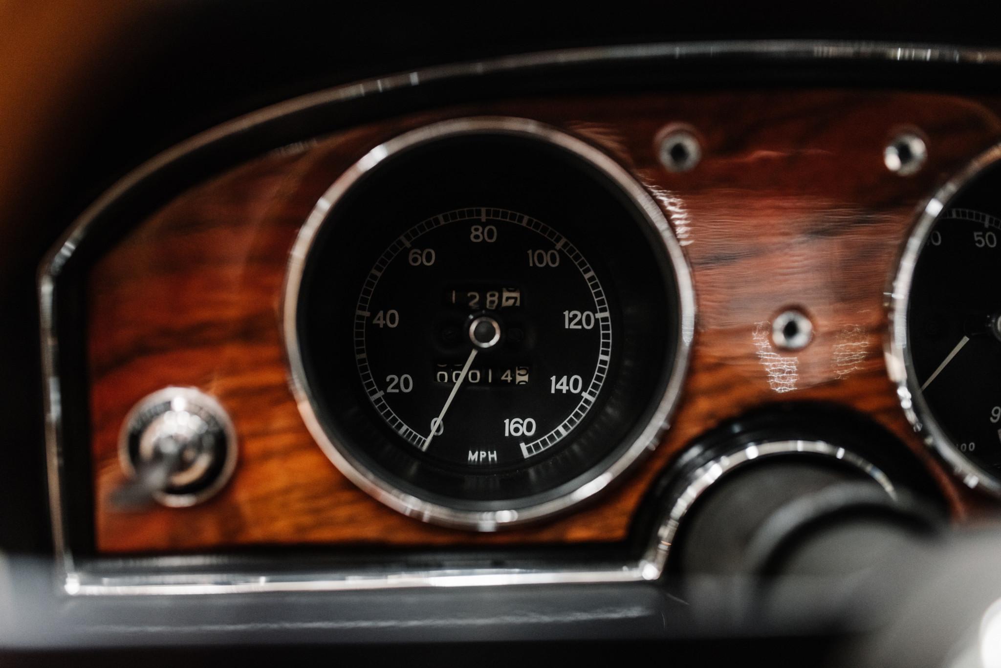 1967_Toyota_2000GT_0016