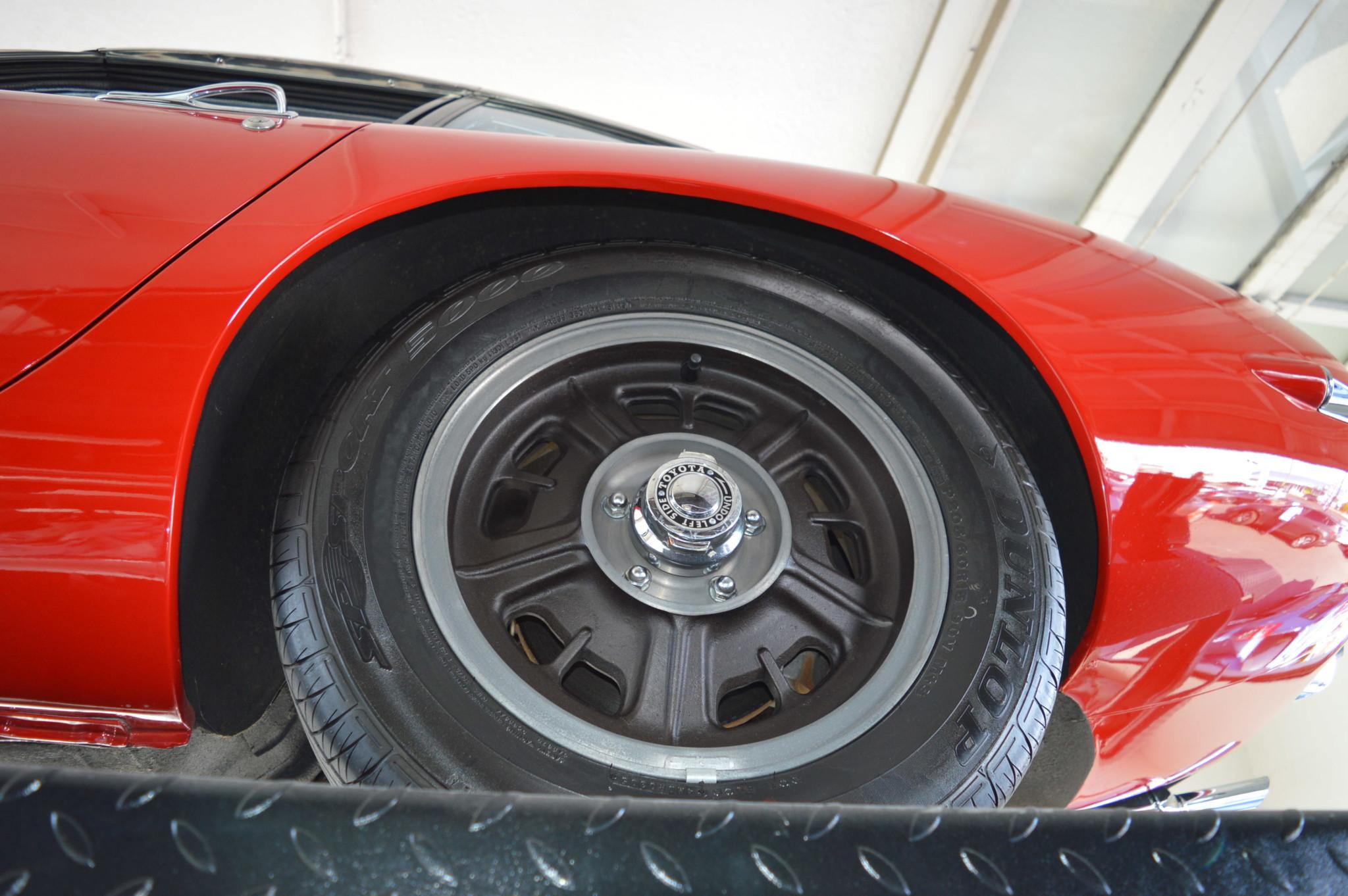 1967_Toyota_2000GT_0037