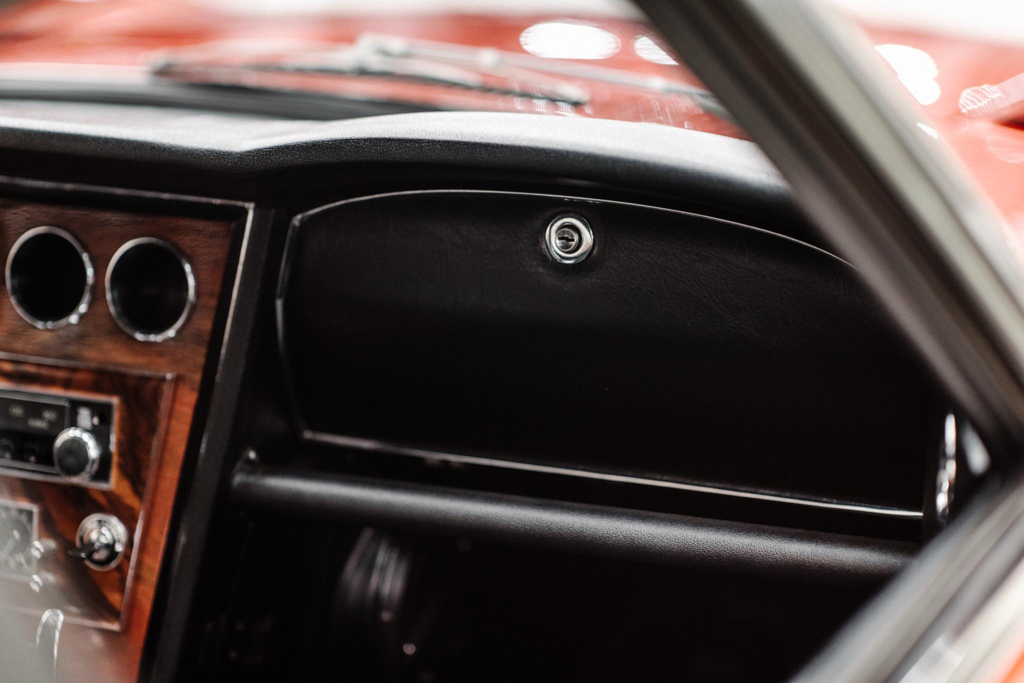 1967_Toyota_2000GT_0100