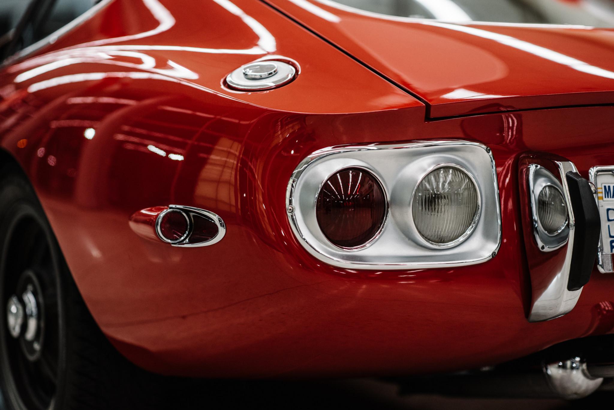 1967_Toyota_2000GT_0110