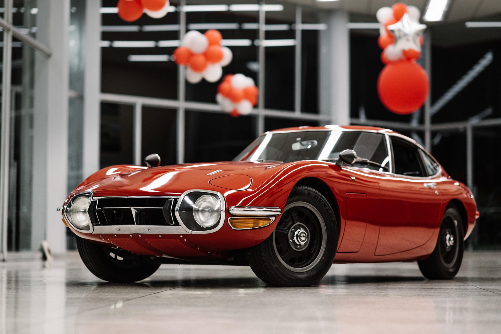 1967_Toyota_2000GT_0125