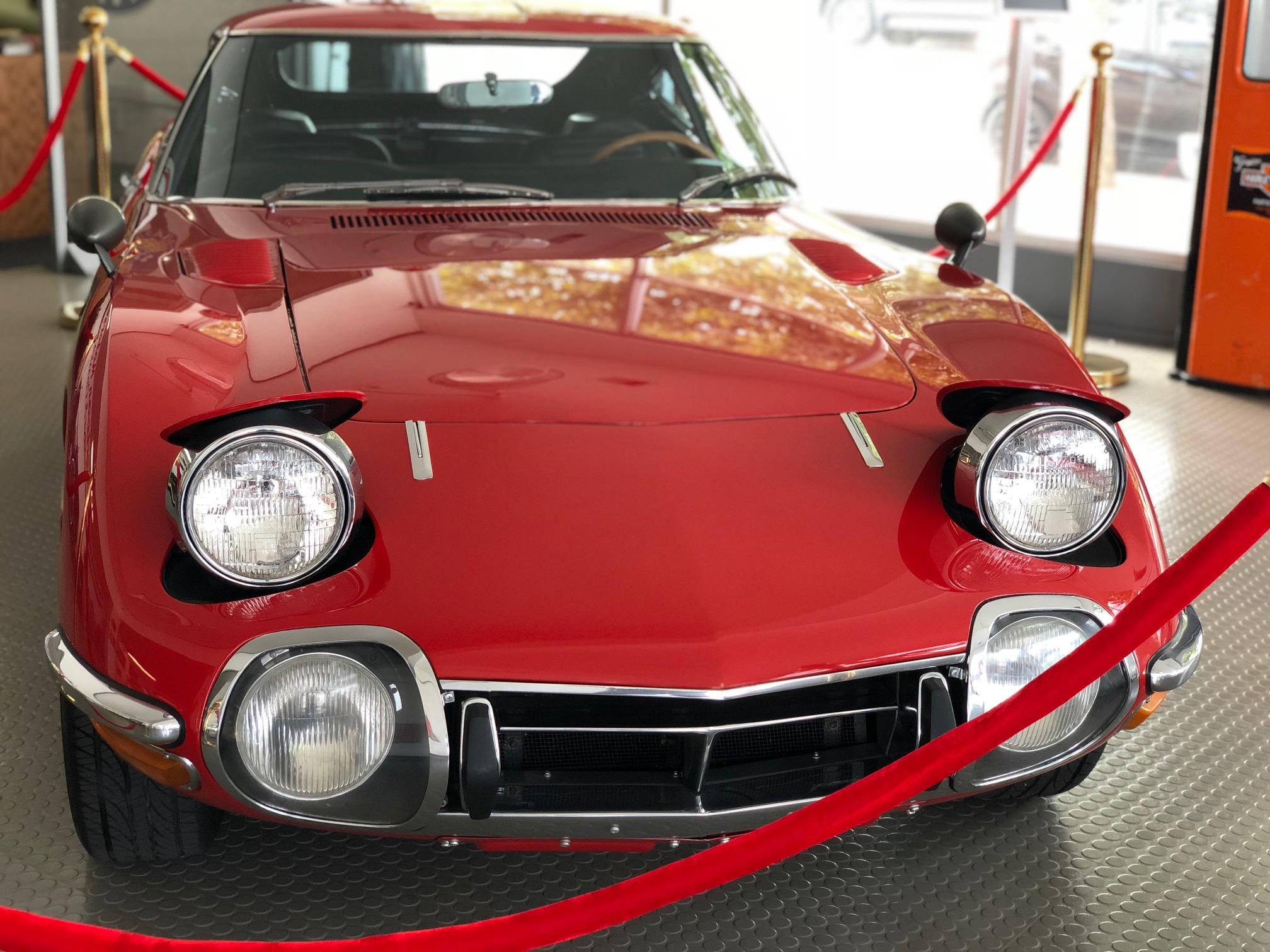 1967_Toyota_2000GT_0174