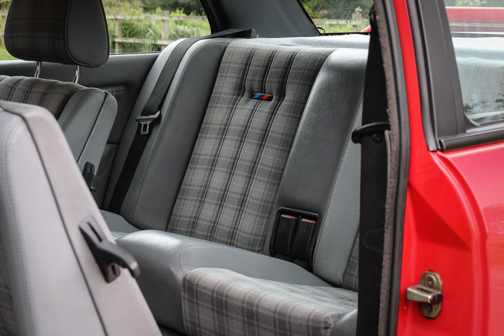 1988_BMW_E30_M3_Evolution-II_0016