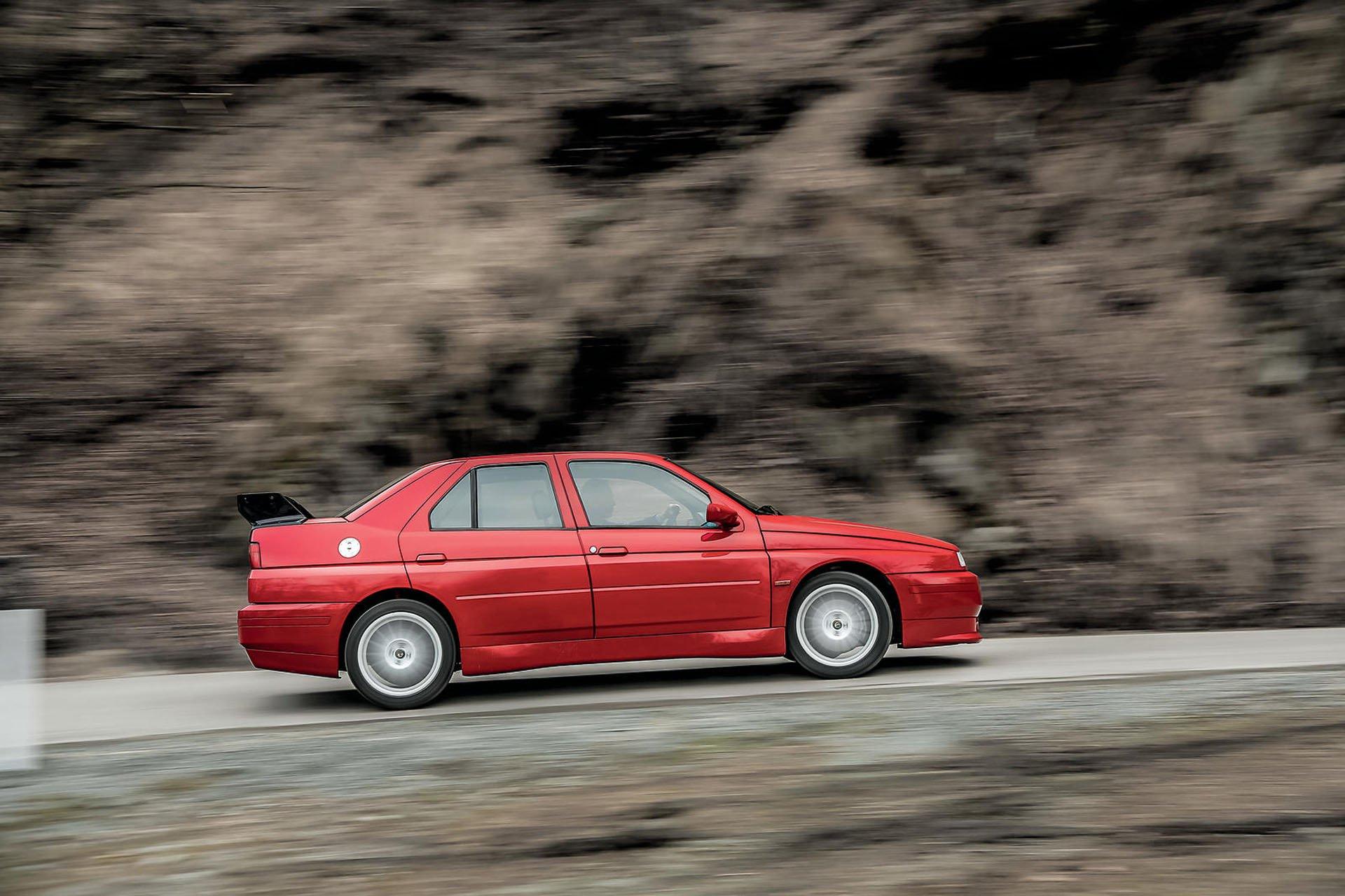 Alfa_Romeo_155_GTA_Stradale_02