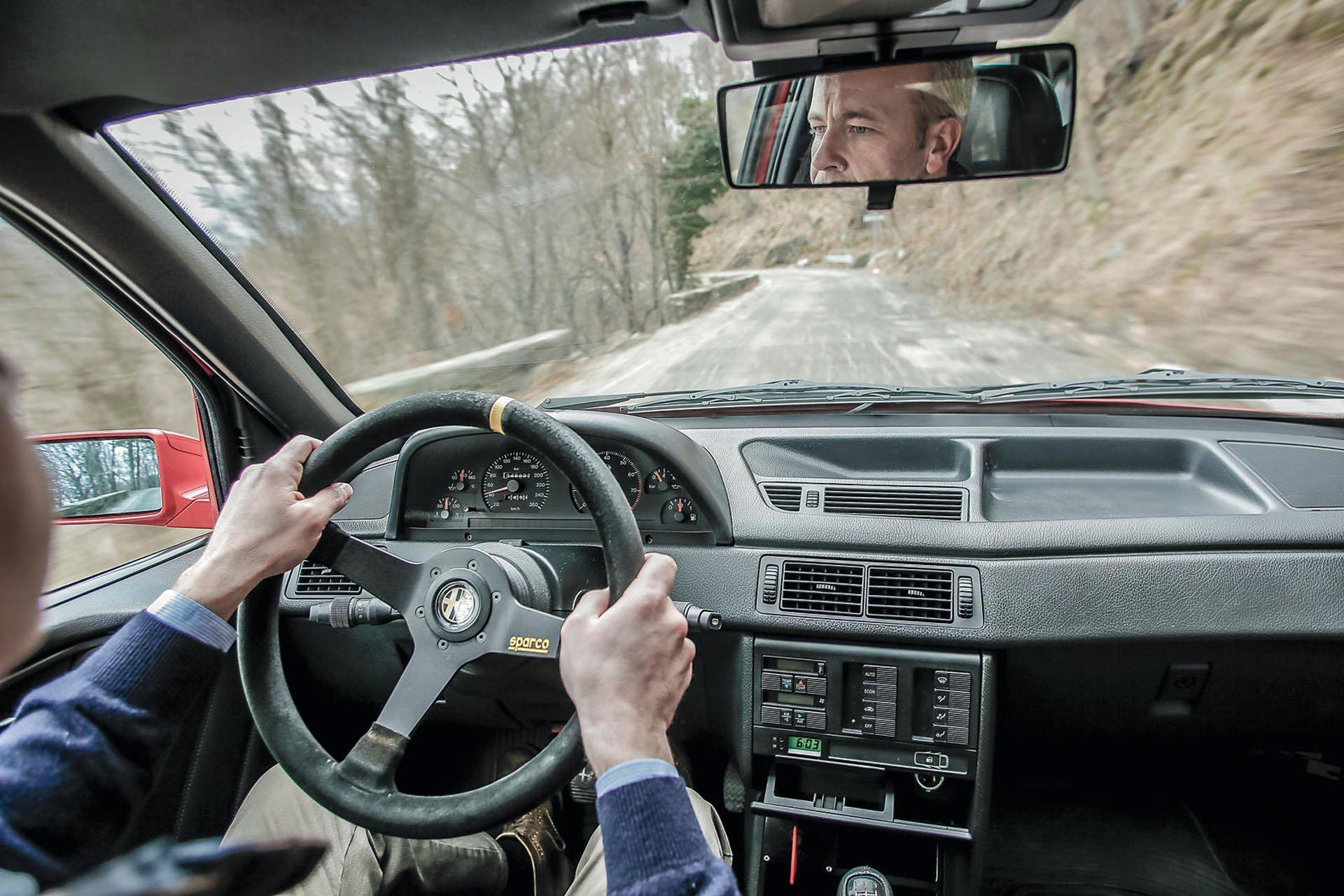 Alfa_Romeo_155_GTA_Stradale_04