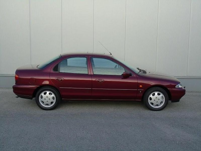 1996_Ford_Mondeo_sale_0005