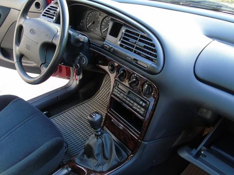 1996_Ford_Mondeo_sale_0010