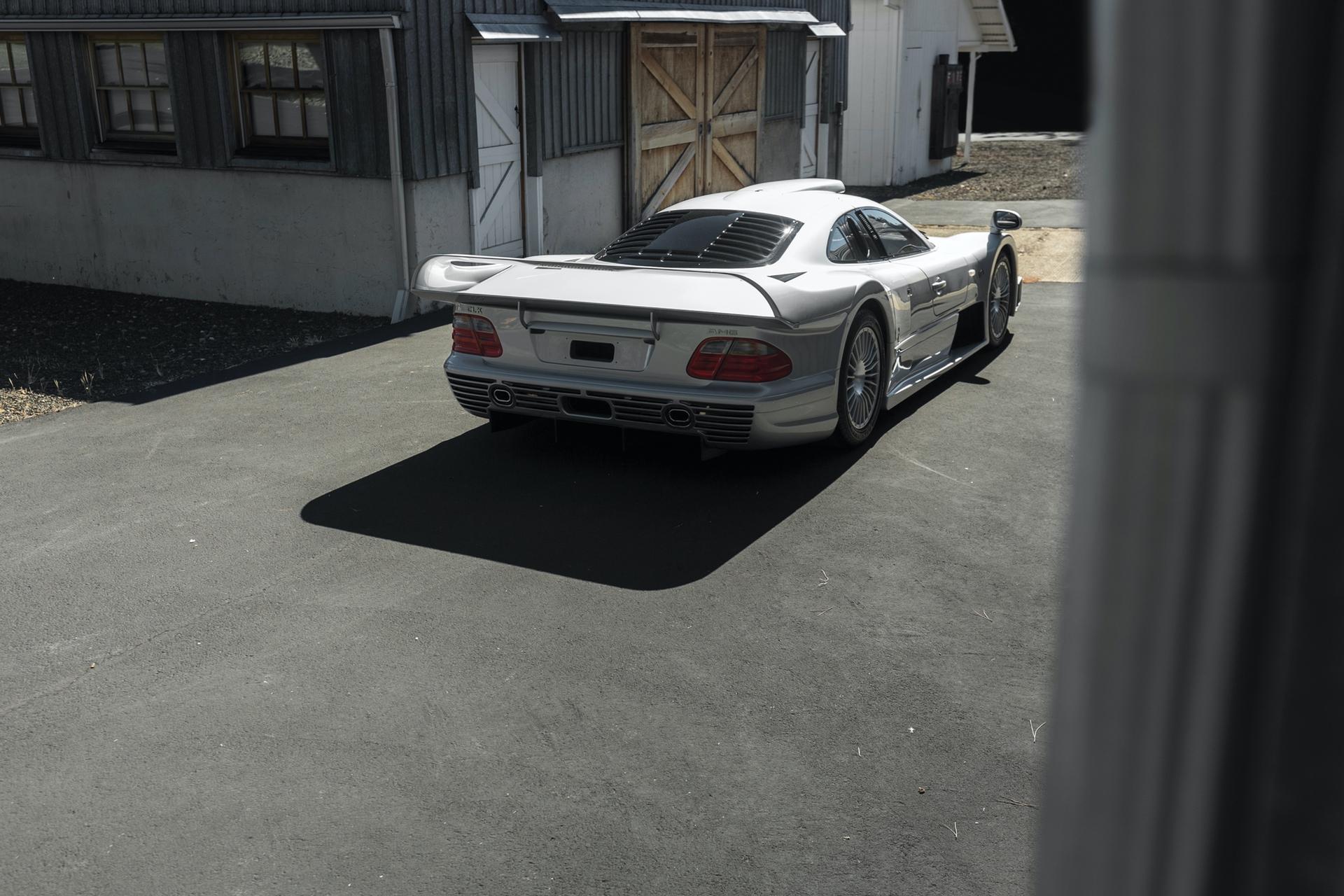 1998-Mercedes-Benz-AMG-CLK-GTR_1