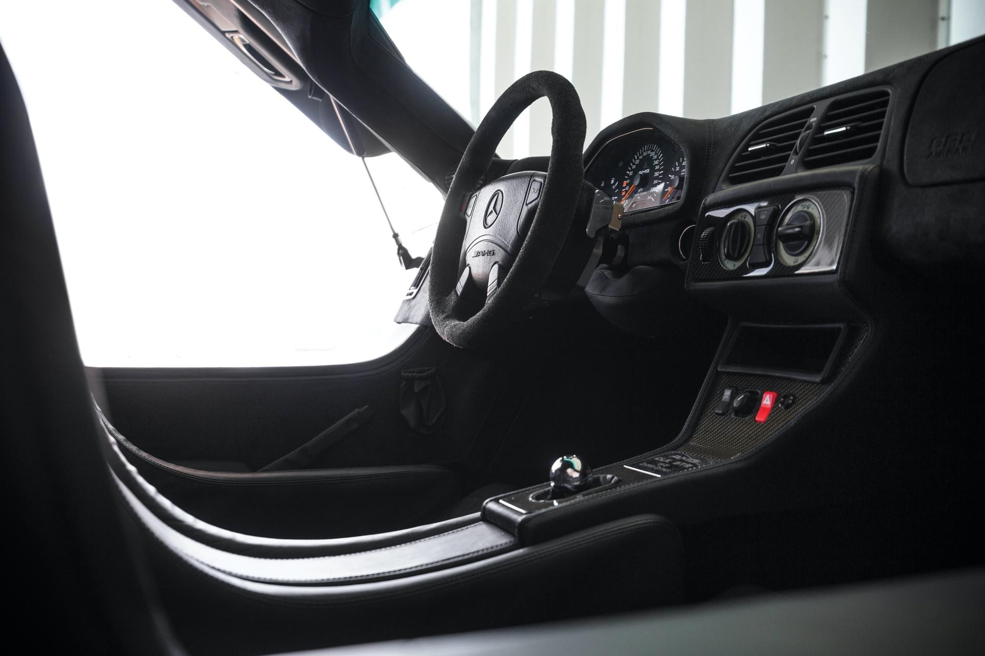1998-Mercedes-Benz-AMG-CLK-GTR_10