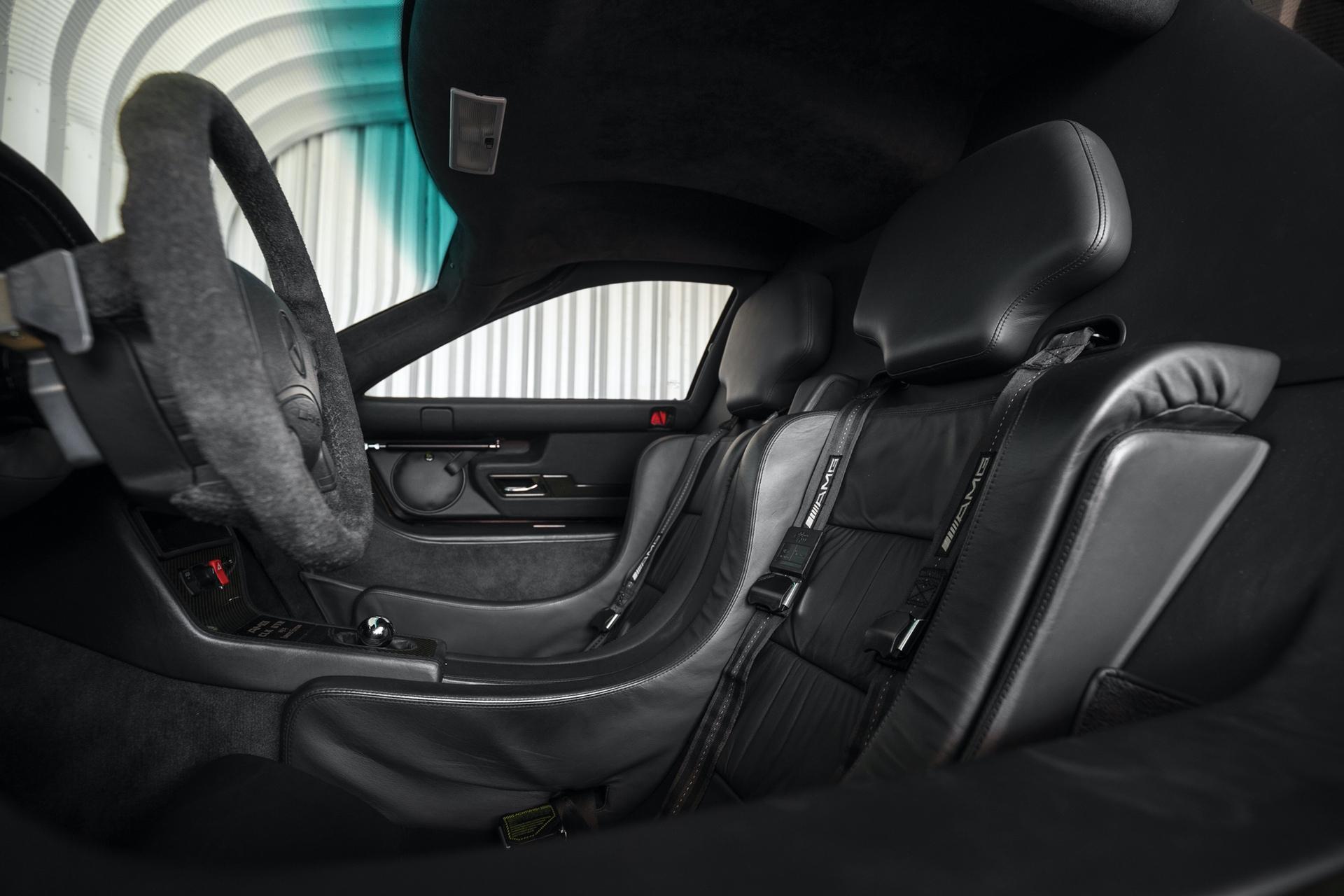 1998-Mercedes-Benz-AMG-CLK-GTR_11