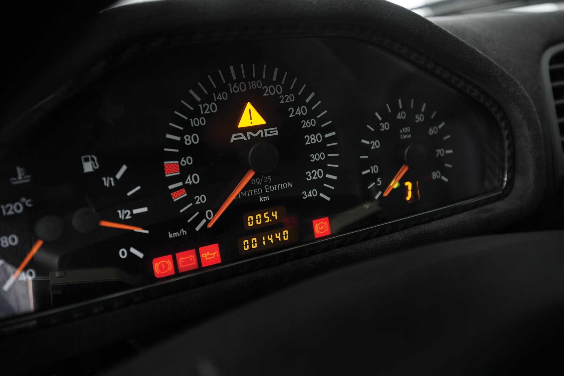 1998-Mercedes-Benz-AMG-CLK-GTR_12