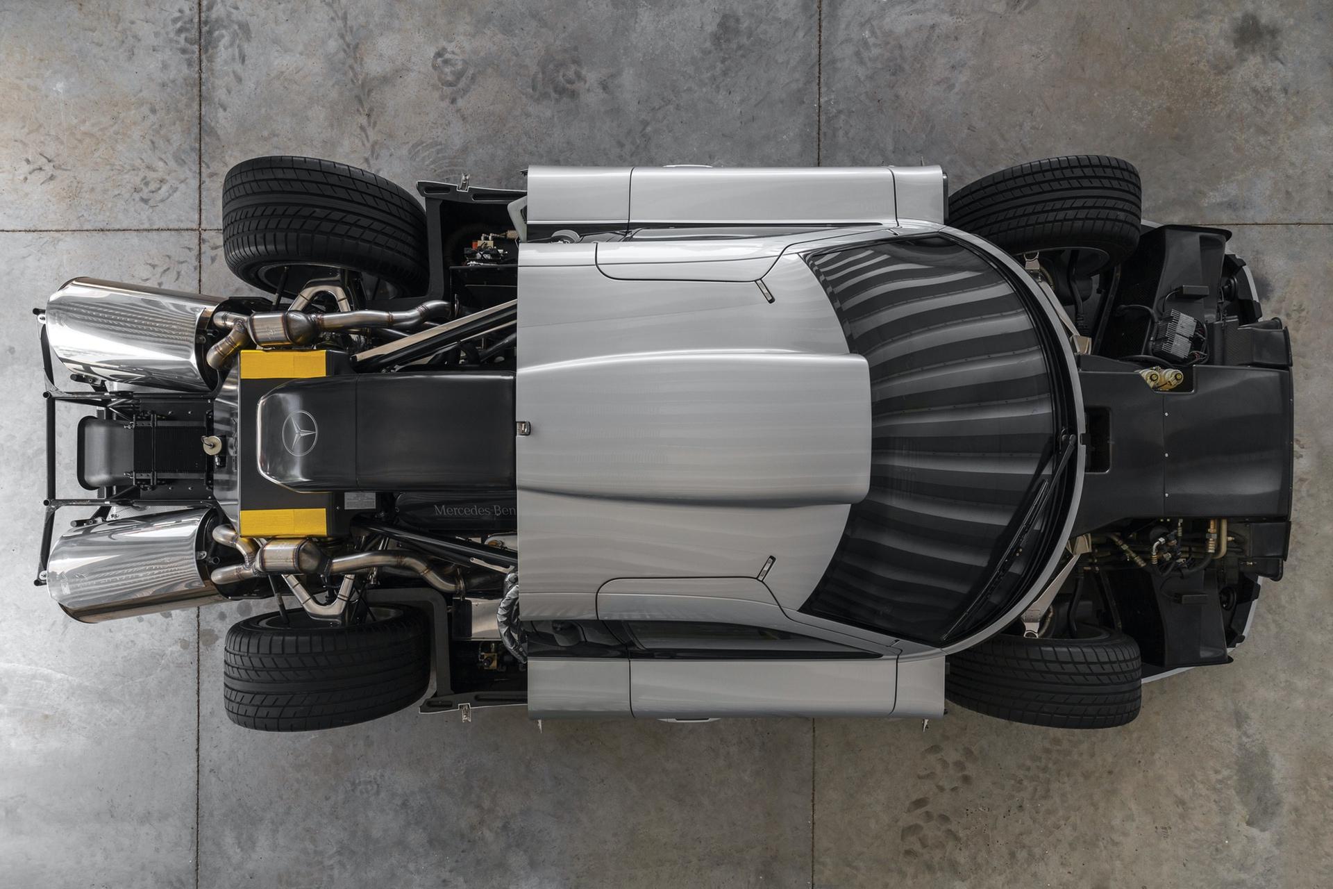 1998-Mercedes-Benz-AMG-CLK-GTR_16