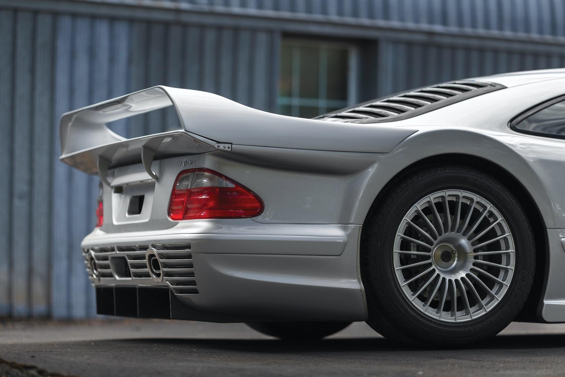 1998-Mercedes-Benz-AMG-CLK-GTR_19