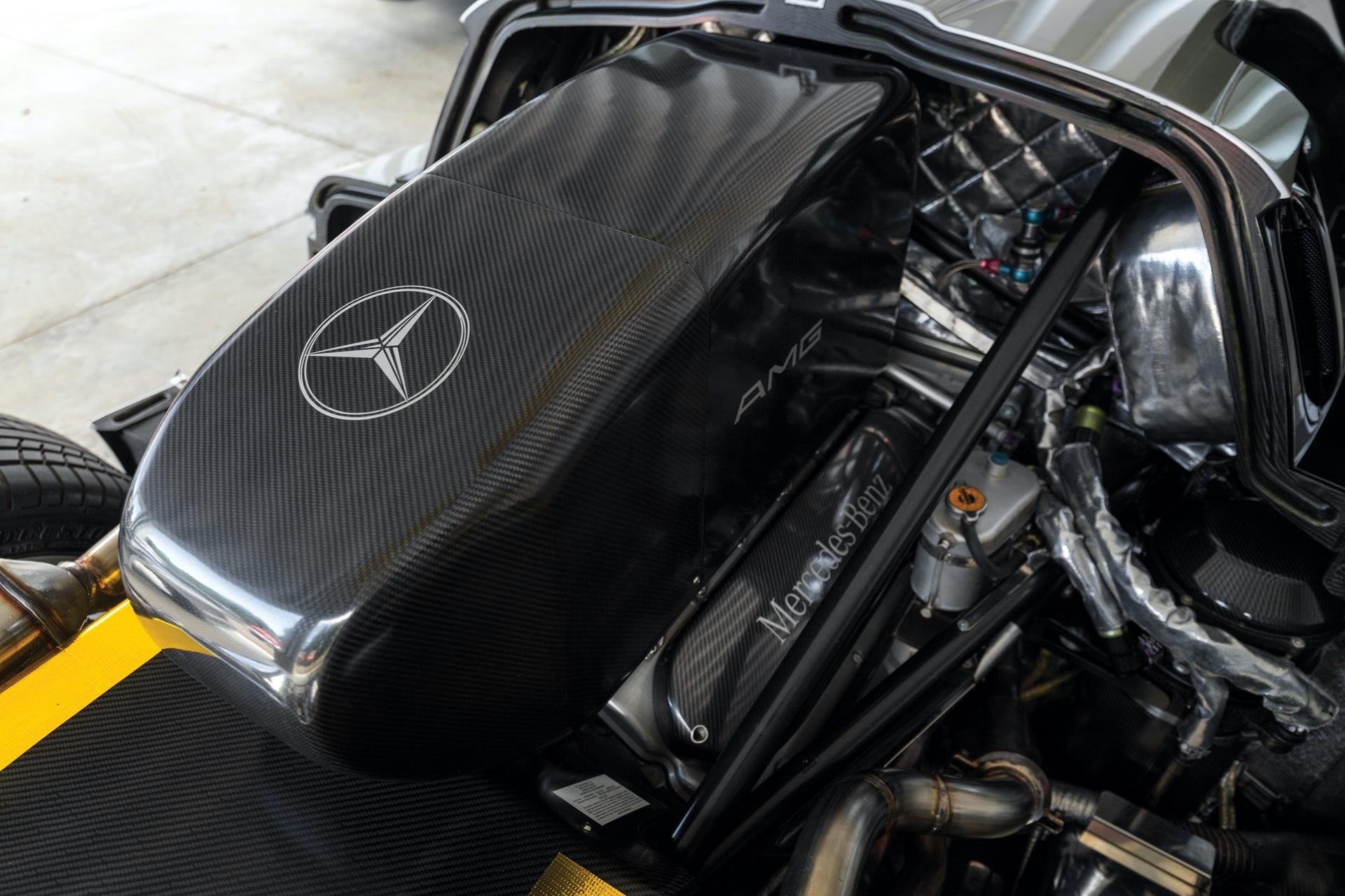 1998-Mercedes-Benz-AMG-CLK-GTR_2