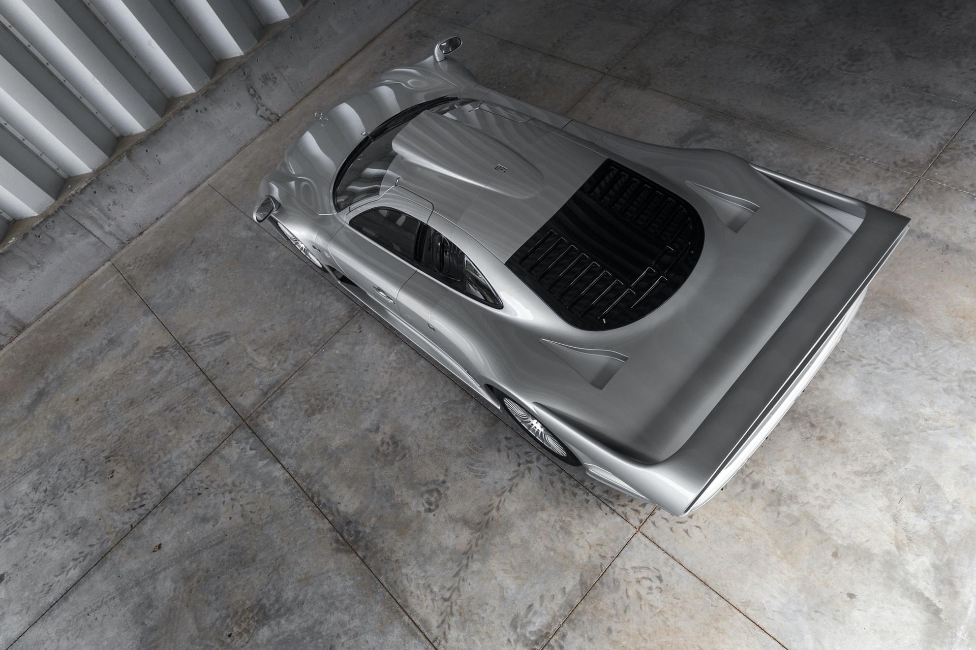 1998-Mercedes-Benz-AMG-CLK-GTR_22