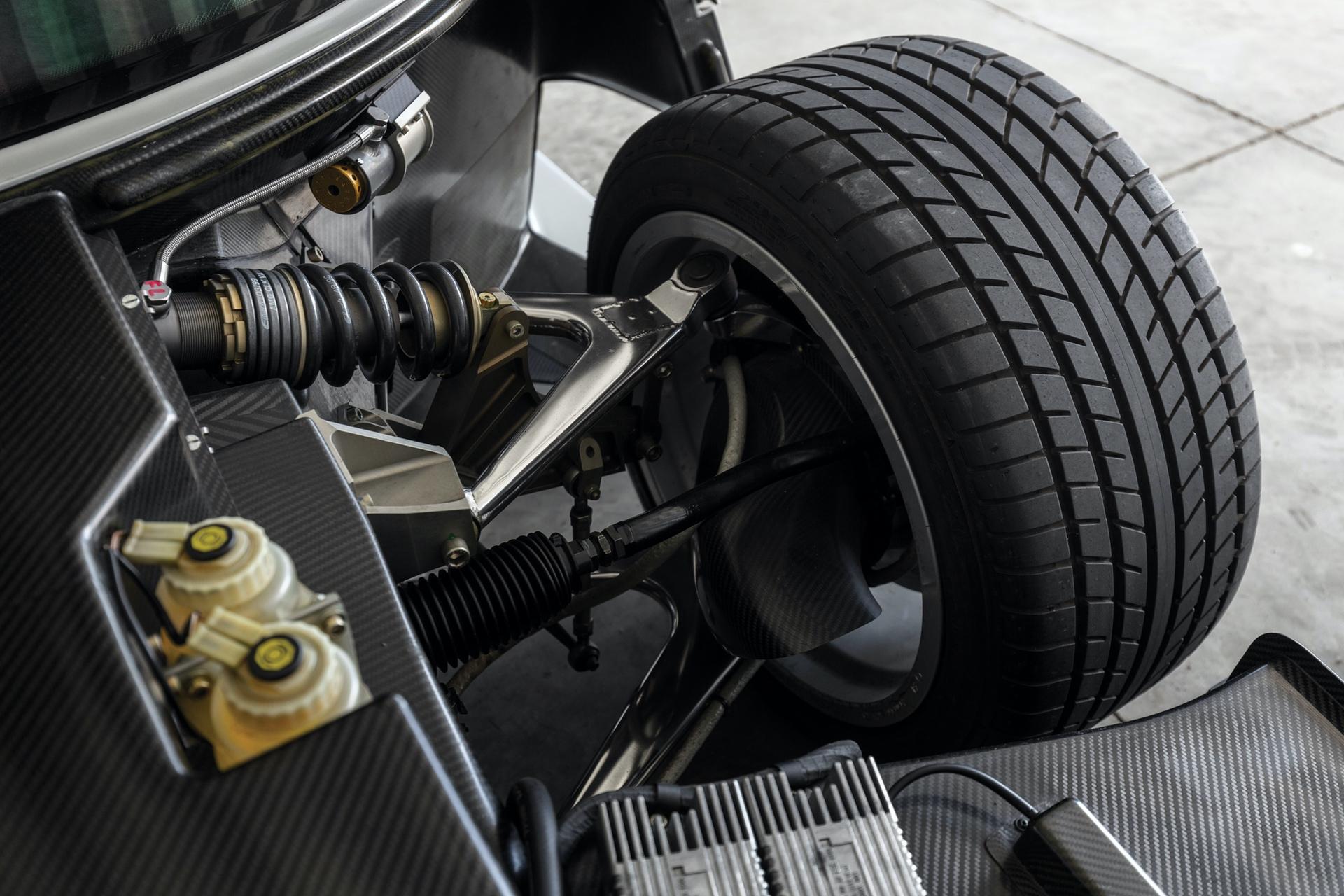 1998-Mercedes-Benz-AMG-CLK-GTR_24