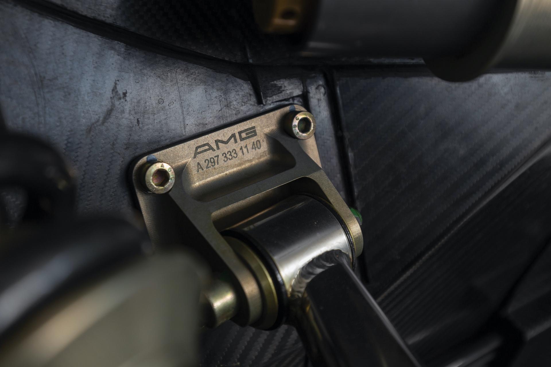 1998-Mercedes-Benz-AMG-CLK-GTR_25