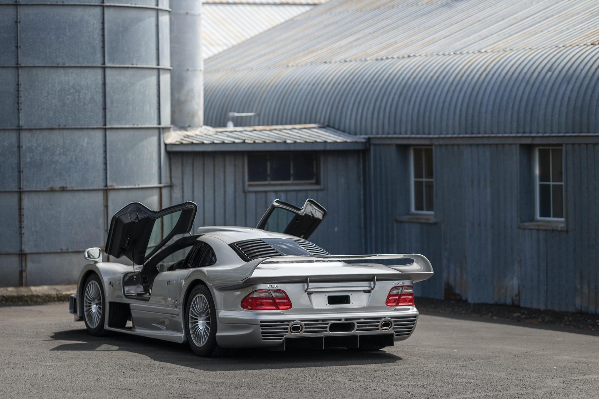 1998-Mercedes-Benz-AMG-CLK-GTR_29