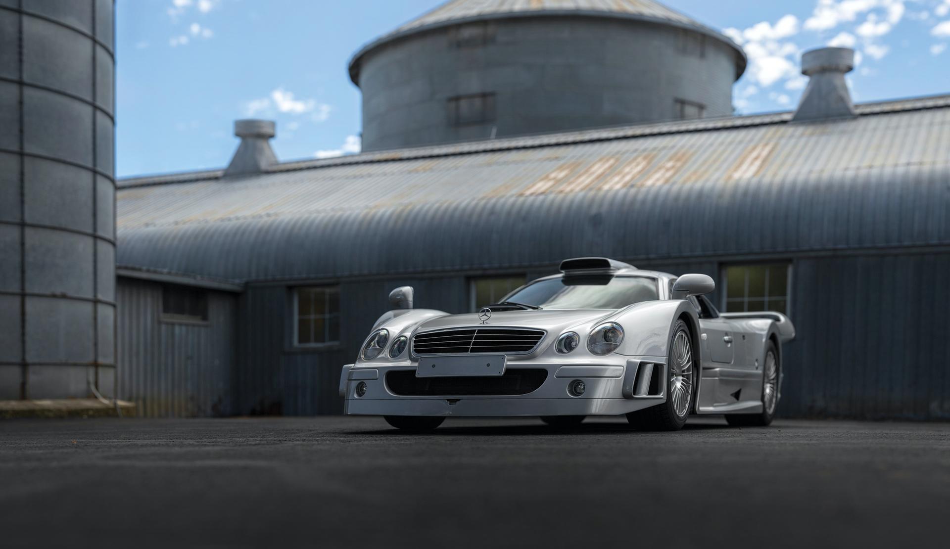 1998-Mercedes-Benz-AMG-CLK-GTR_31