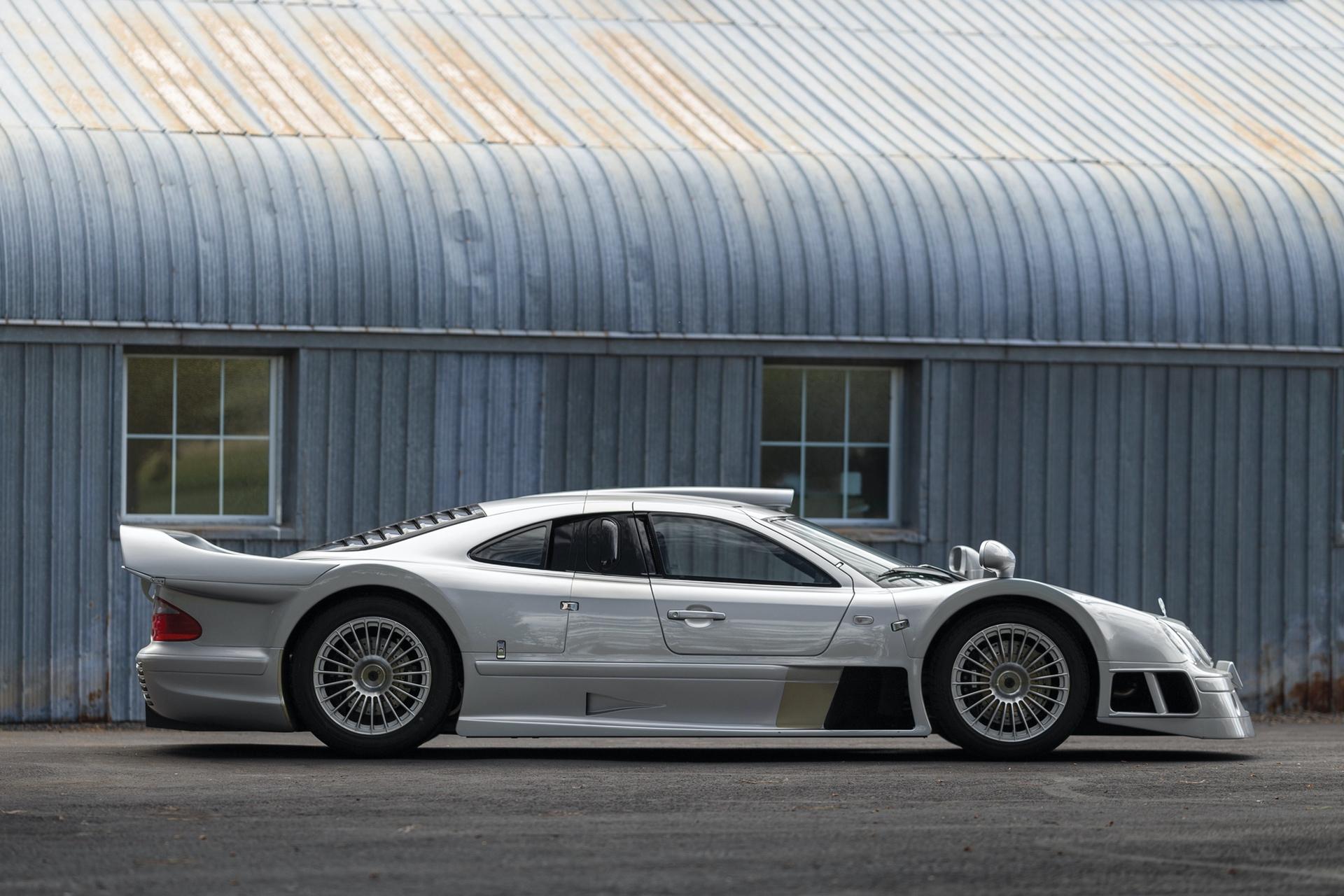 1998-Mercedes-Benz-AMG-CLK-GTR_4