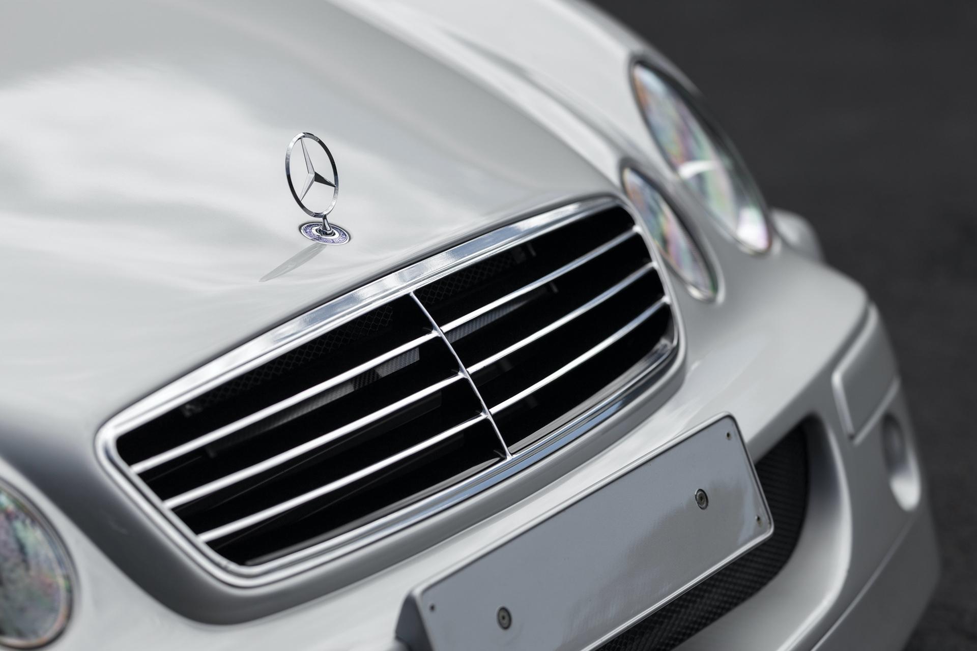 1998-Mercedes-Benz-AMG-CLK-GTR_5