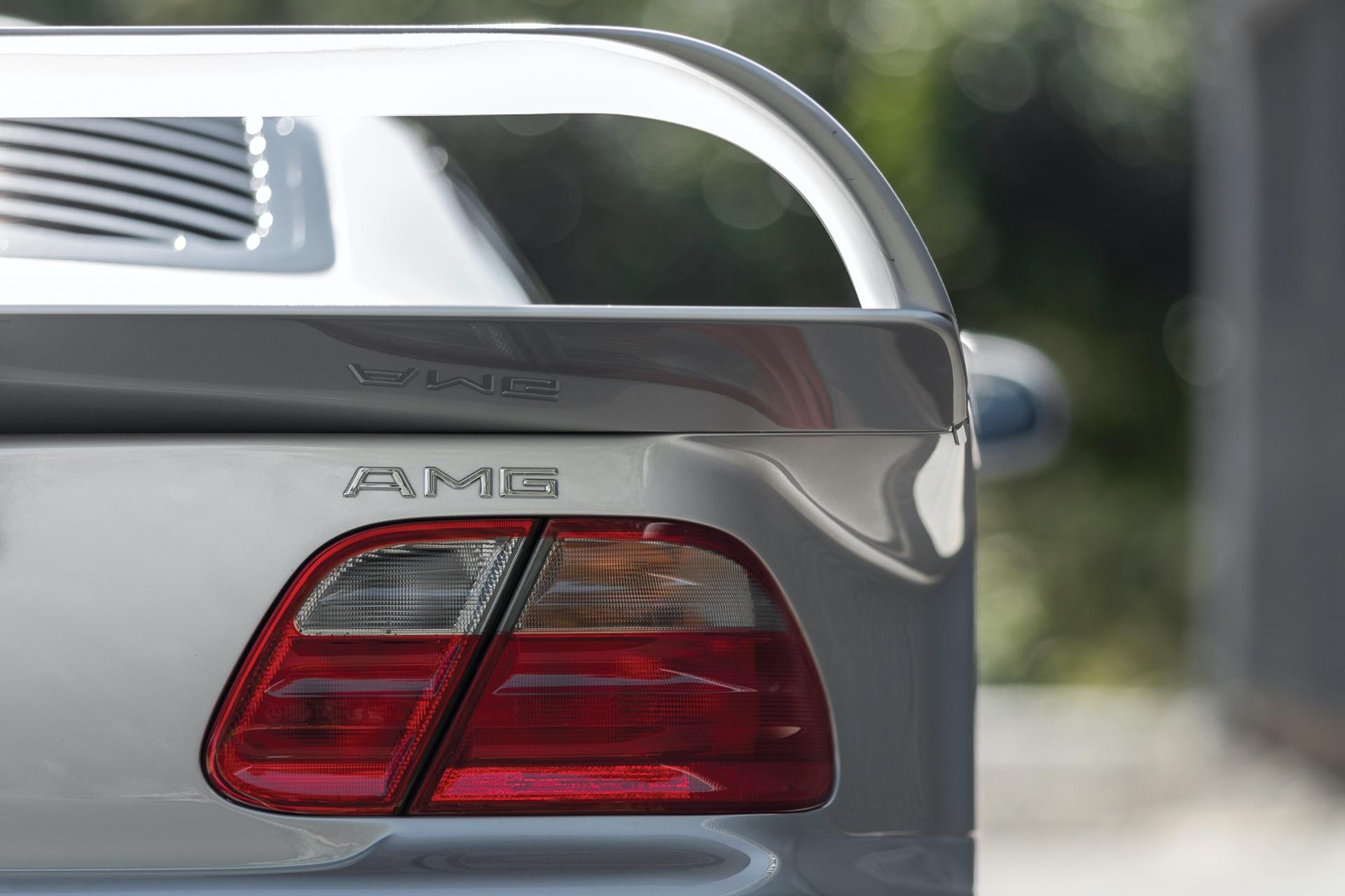 1998-Mercedes-Benz-AMG-CLK-GTR_6