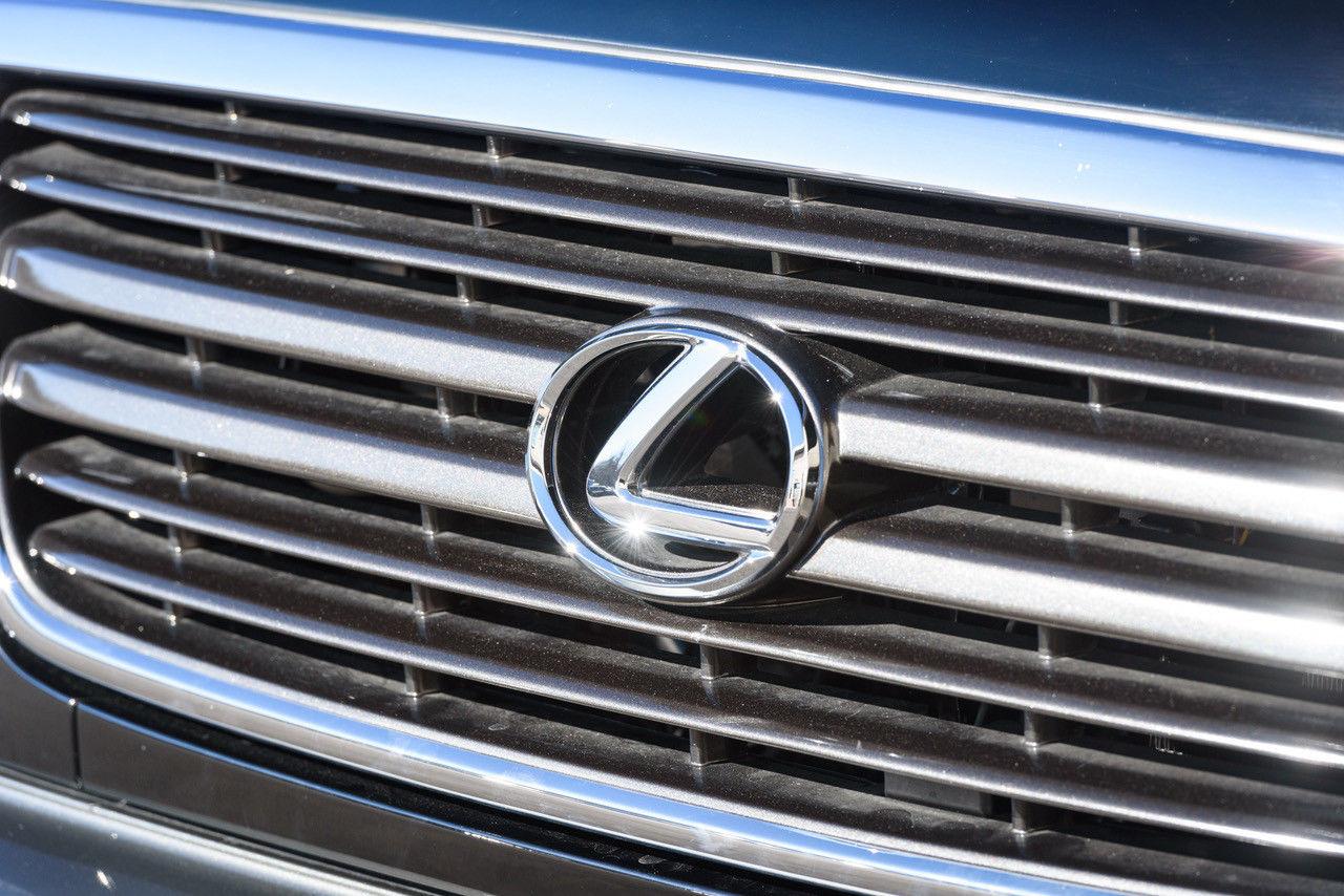 2001_Lexus_LX_470_0005