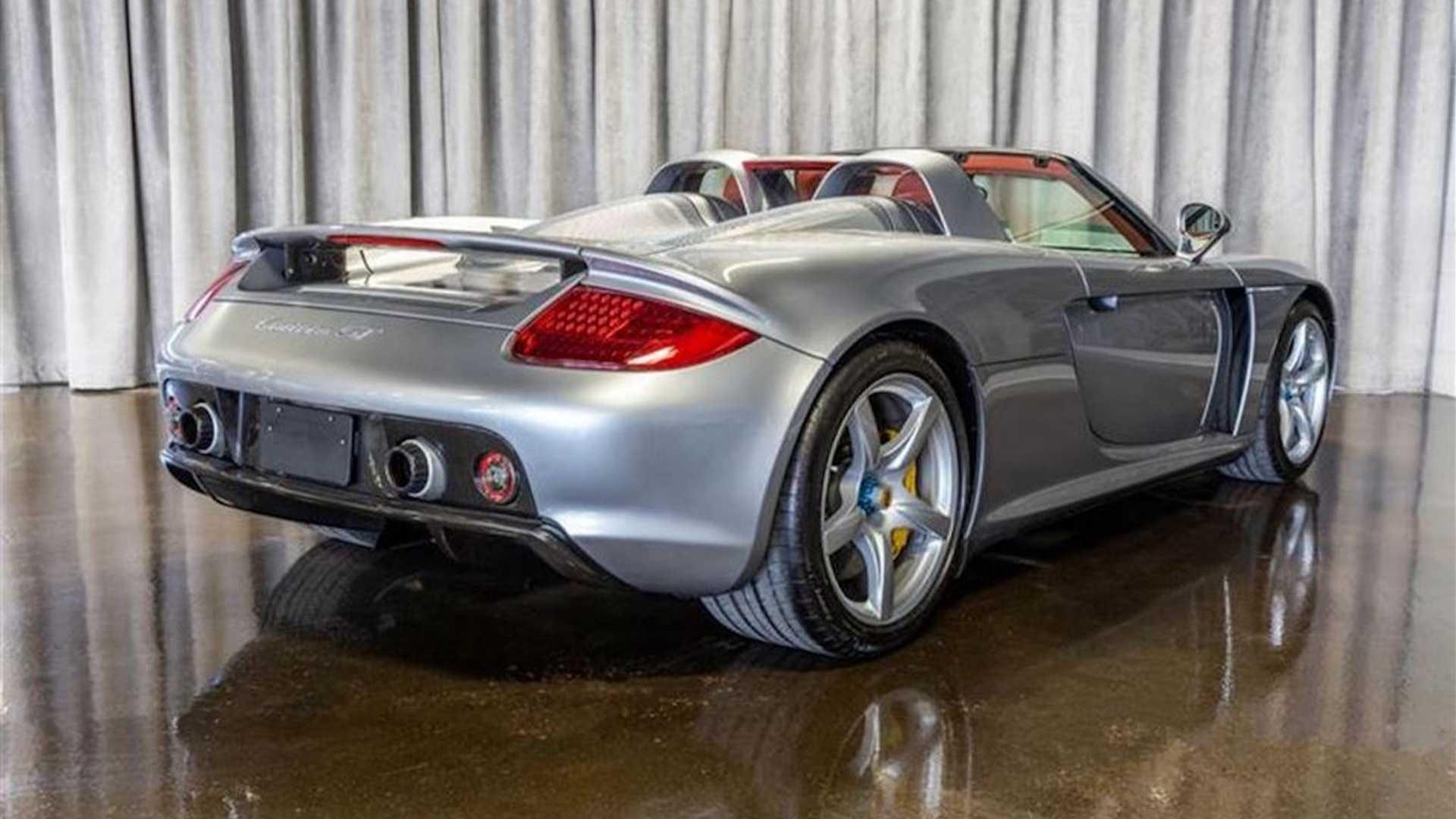 2005_Porsche_Carrera_GT_0001