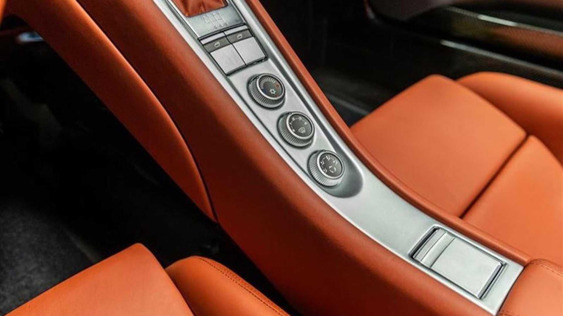 2005_Porsche_Carrera_GT_0010