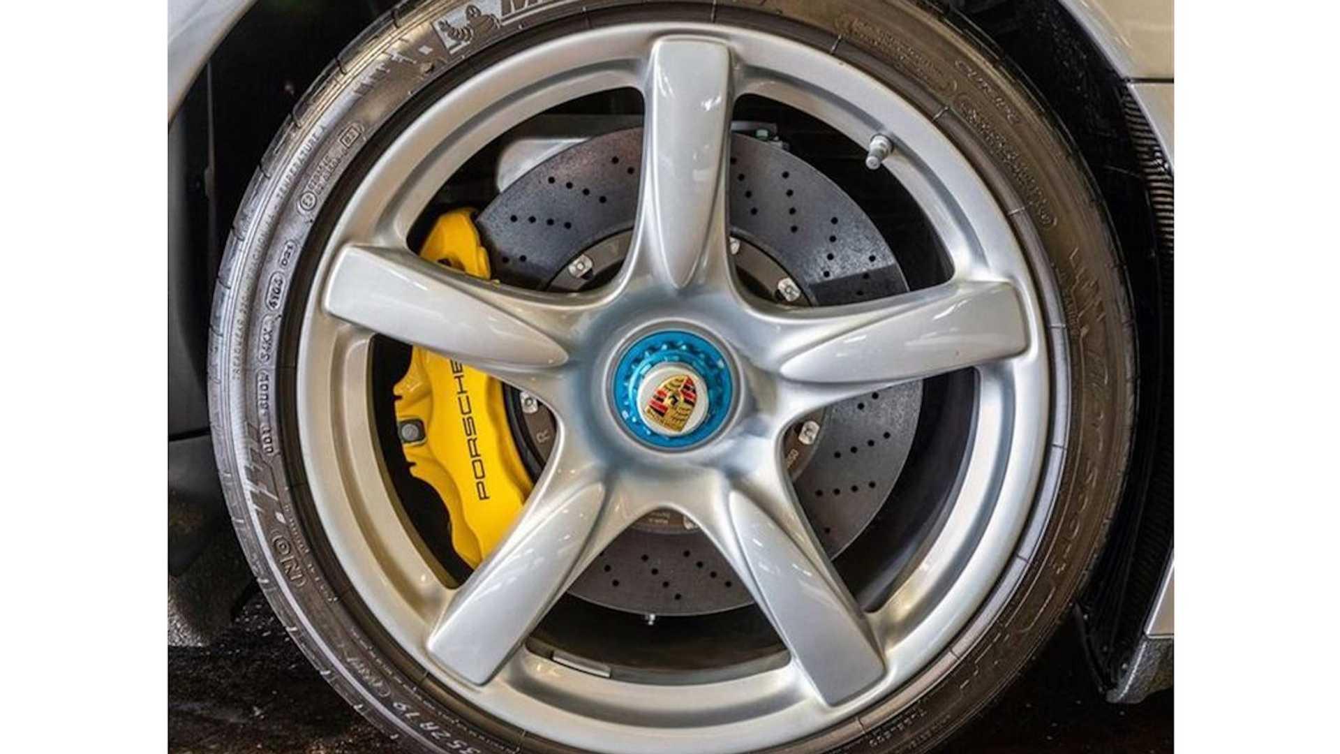 2005_Porsche_Carrera_GT_0017