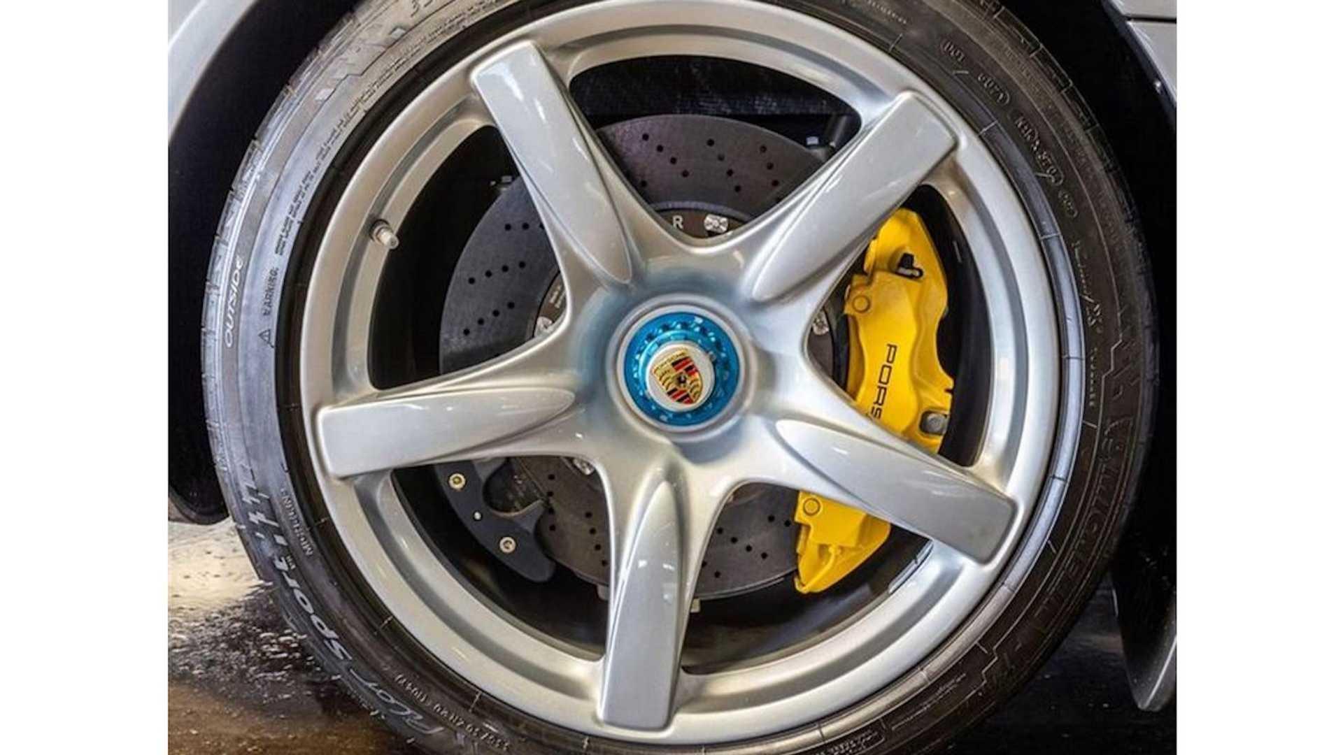 2005_Porsche_Carrera_GT_0019