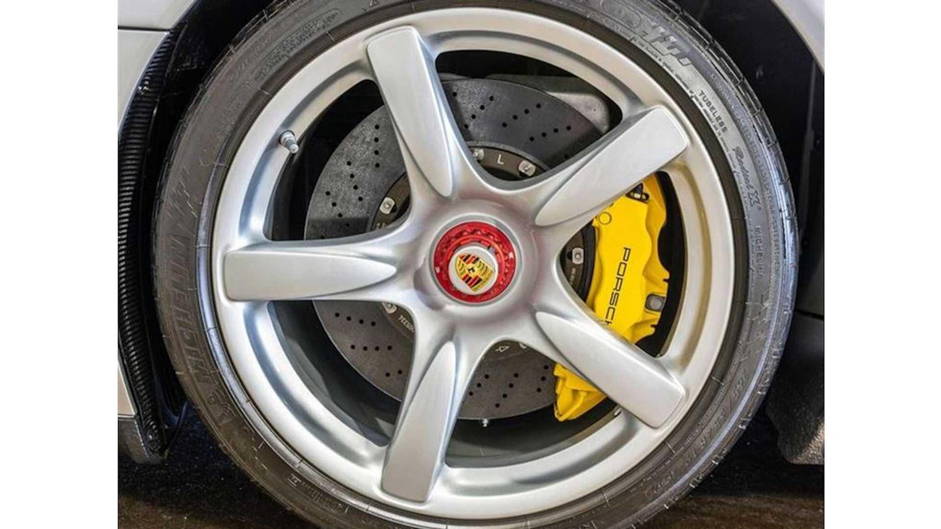 2005_Porsche_Carrera_GT_0020
