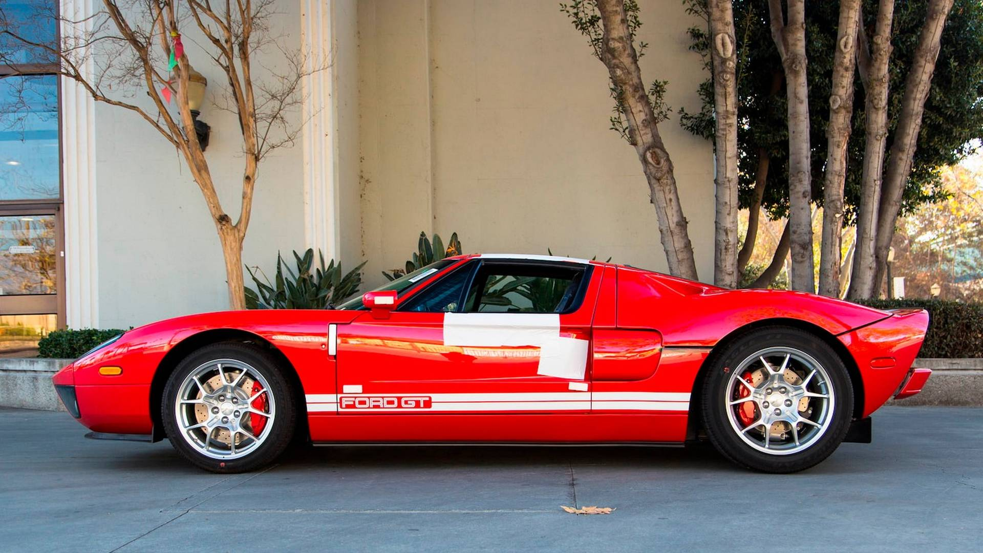 2006_Ford_GT_for_sale_0009