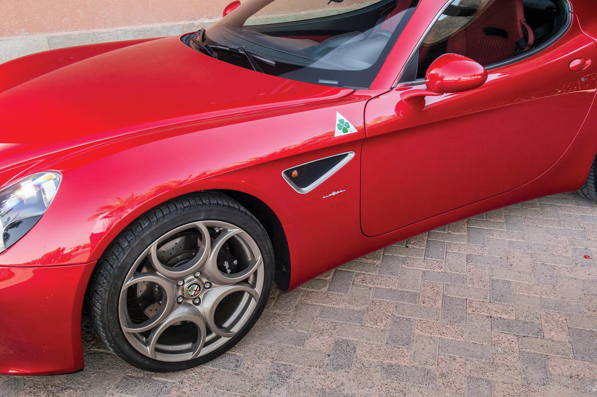2010_Alfa_Romeo_8C_0005