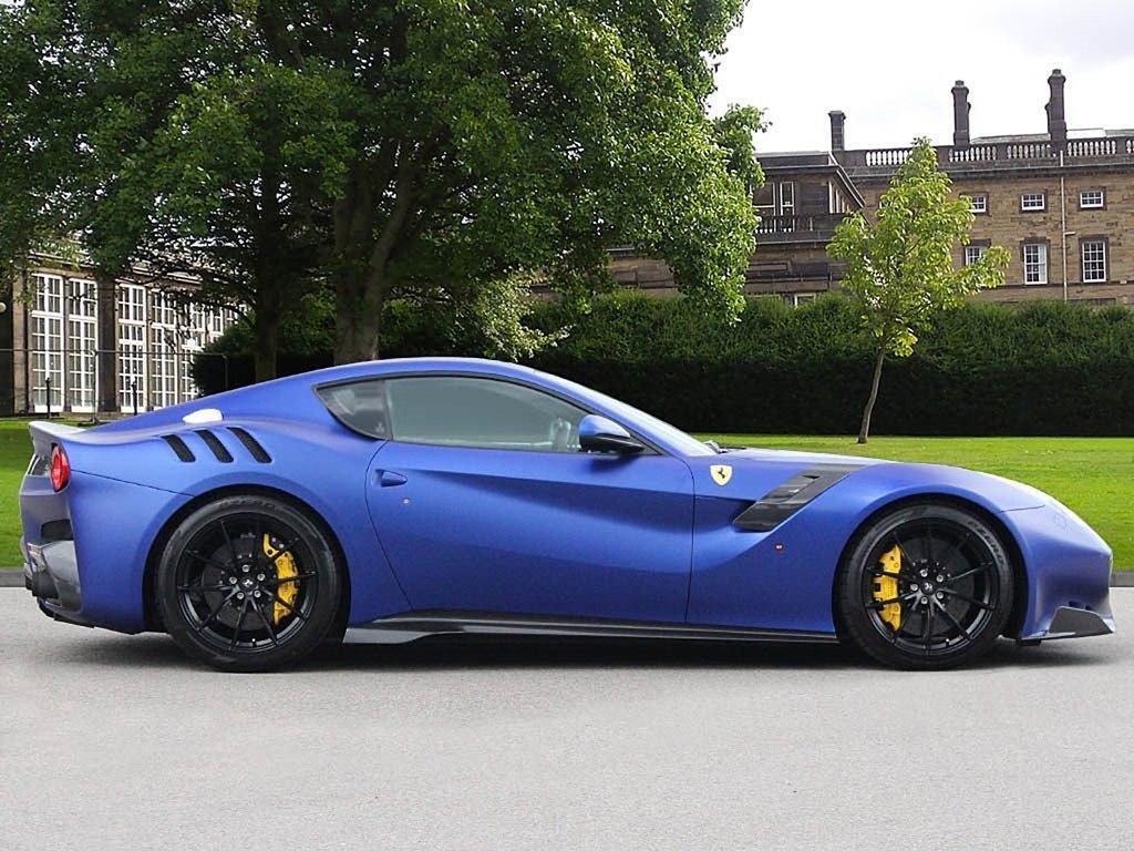 2017_Ferrari_F12tdf_0001