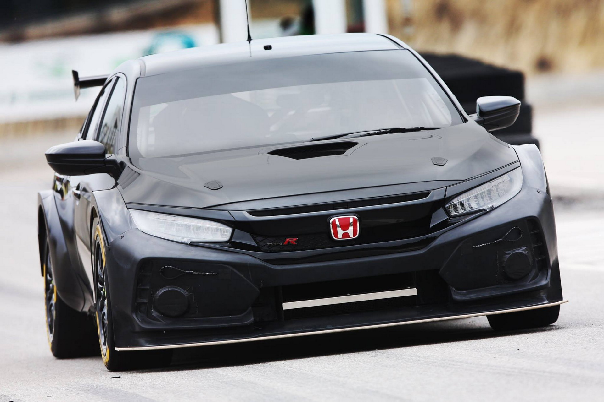 2018_Honda_Civic_Type_R_BTCC_0000