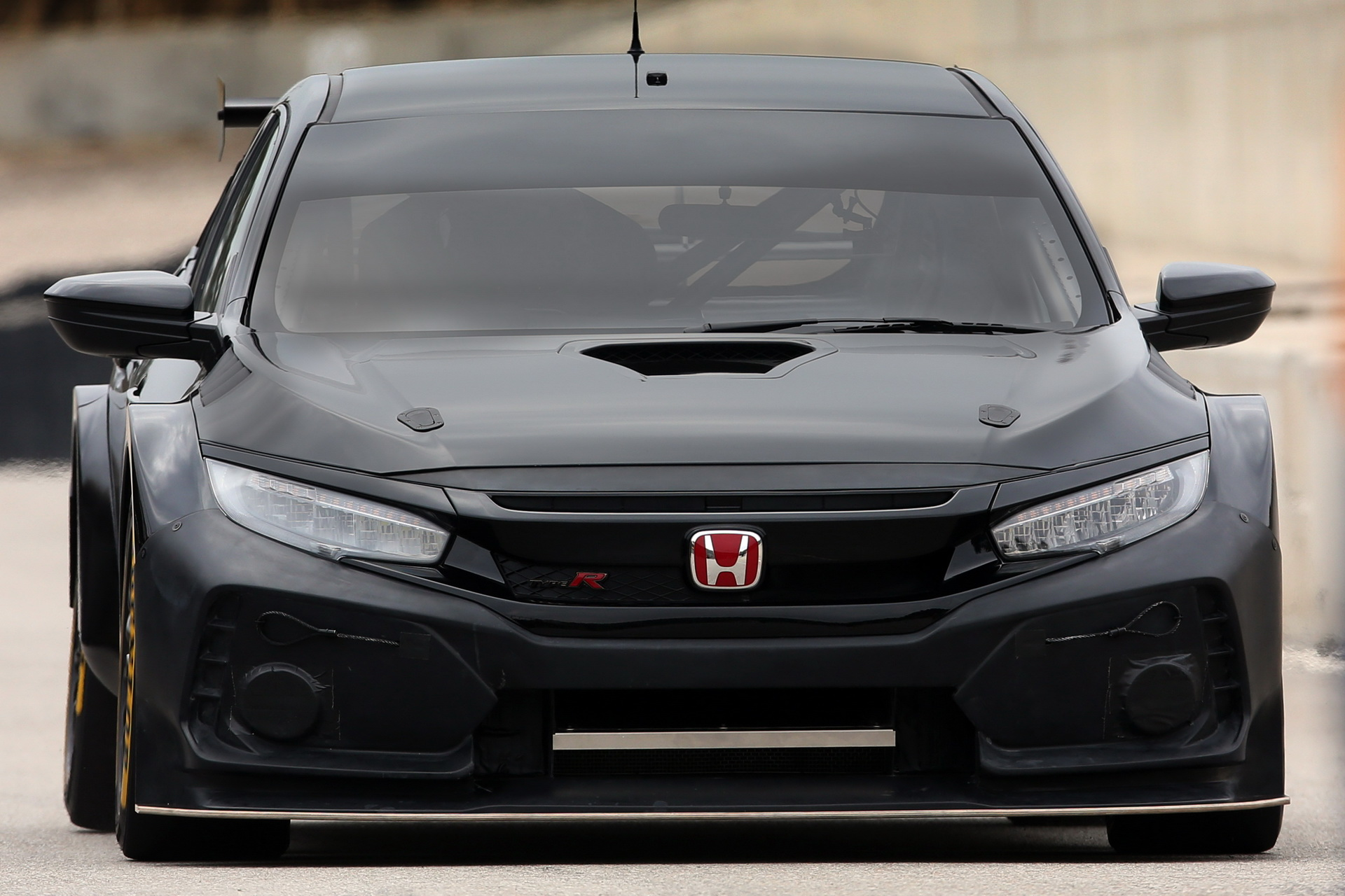 2018_Honda_Civic_Type_R_BTCC_0003