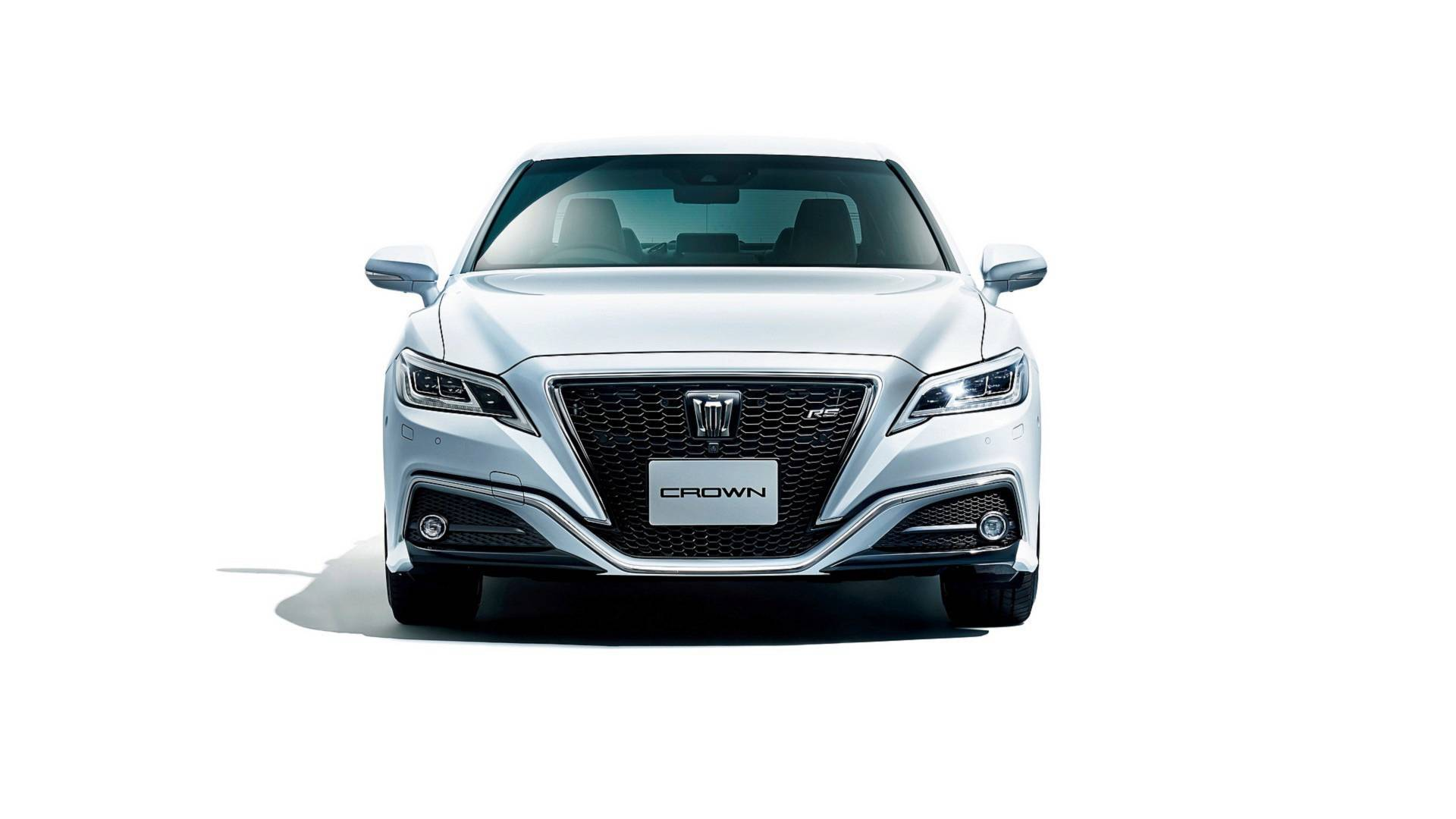 2018_Toyota_Crown_04