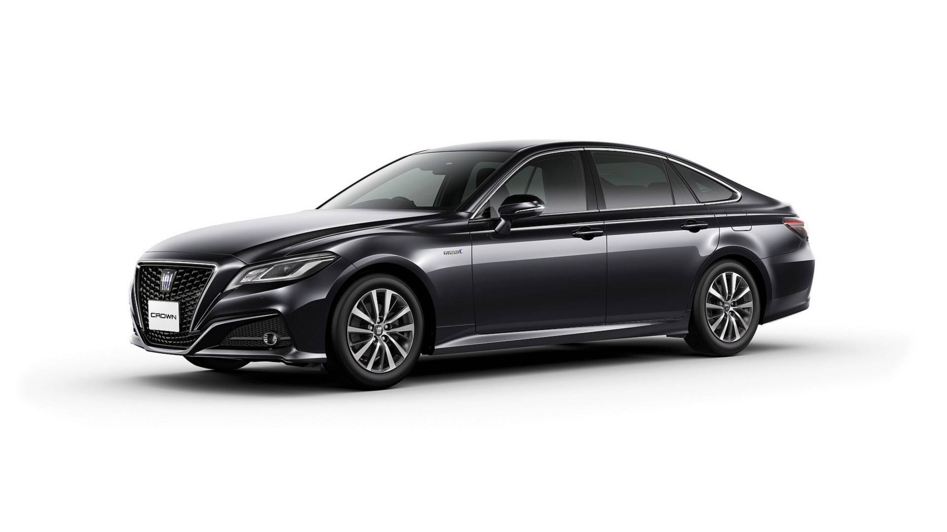 2018_Toyota_Crown_05