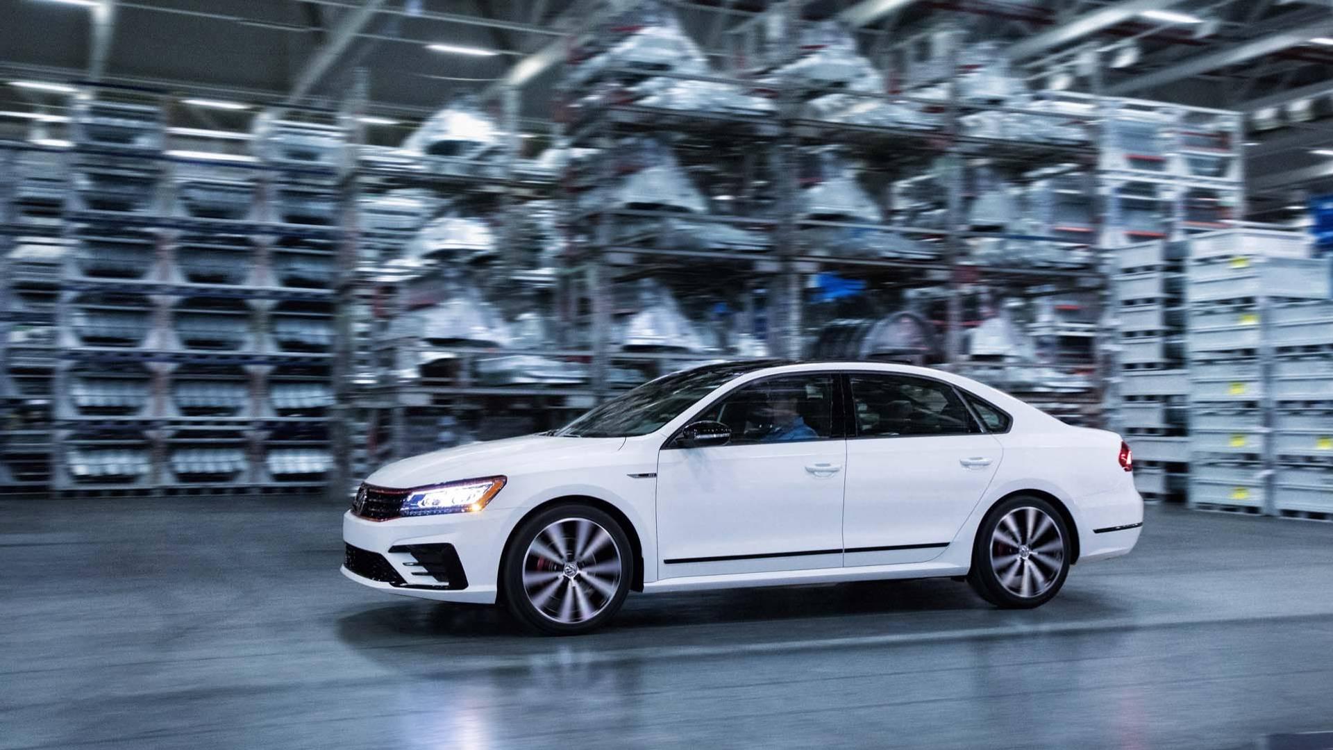 2018_Volkswagen_Passat_GT_0000