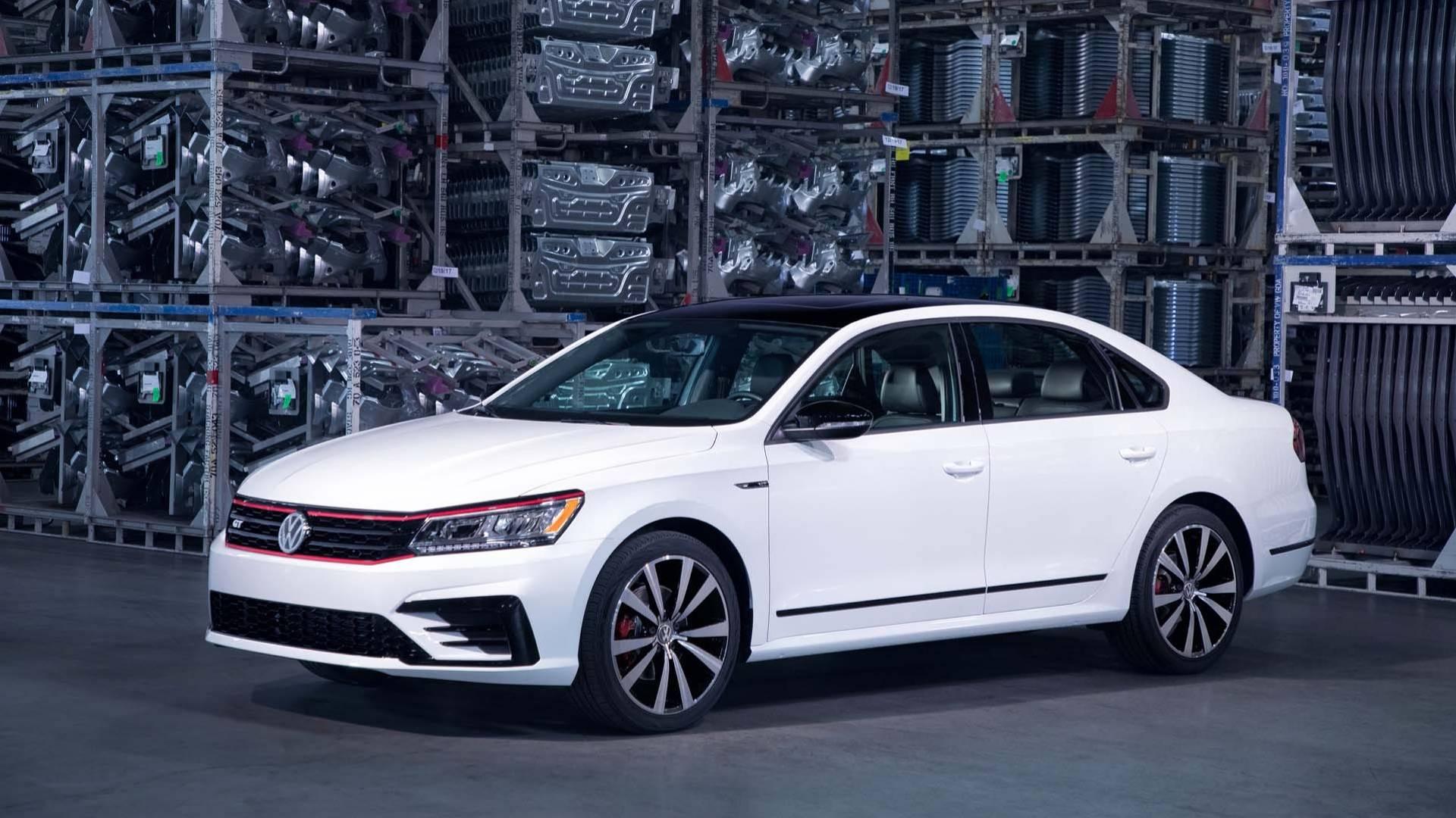 2018_Volkswagen_Passat_GT_0001