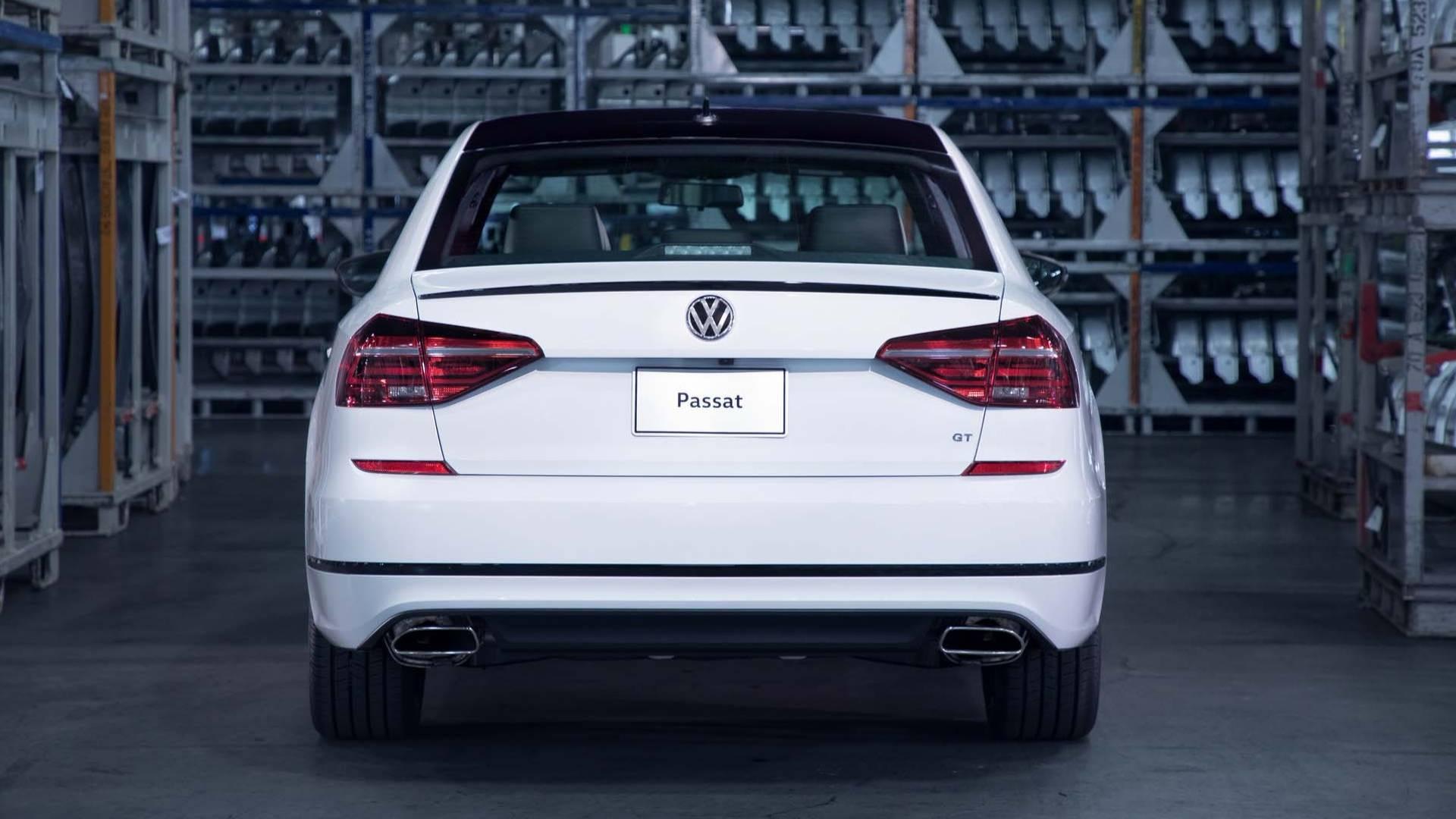 2018_Volkswagen_Passat_GT_0002