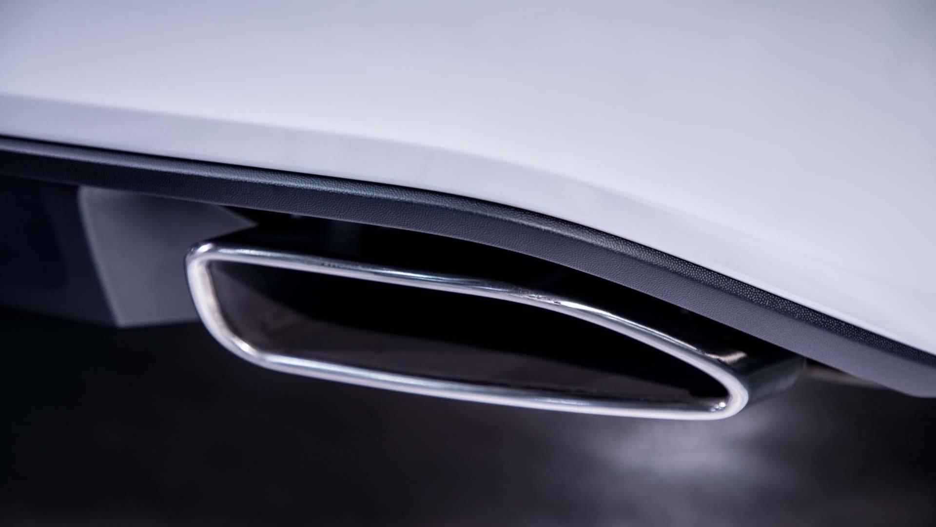 2018_Volkswagen_Passat_GT_0003