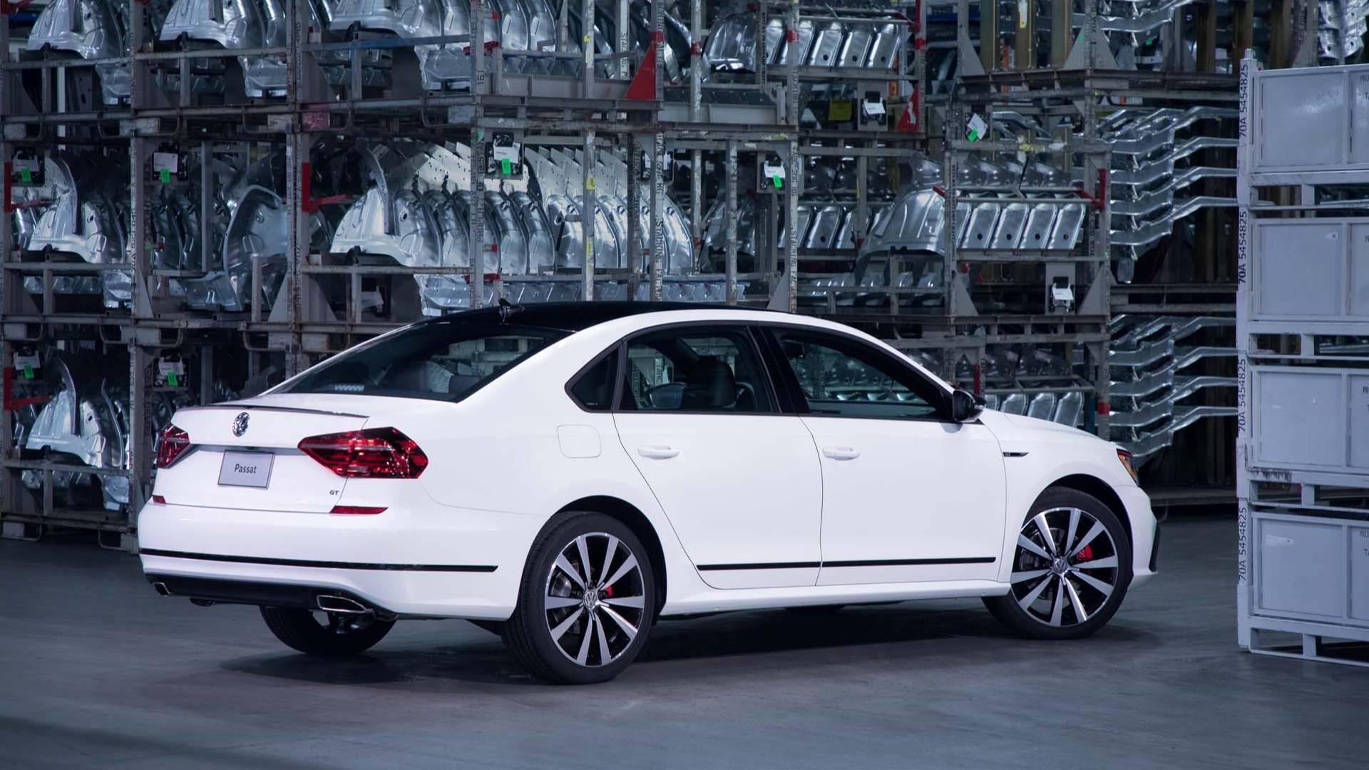 2018_Volkswagen_Passat_GT_0004