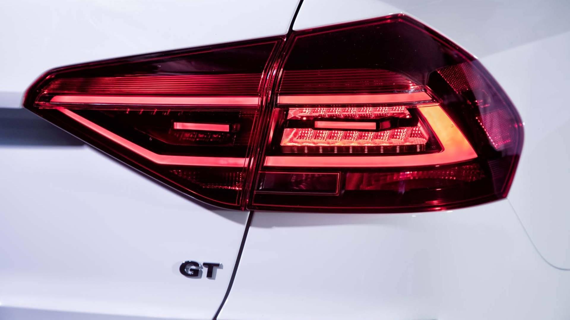 2018_Volkswagen_Passat_GT_0005