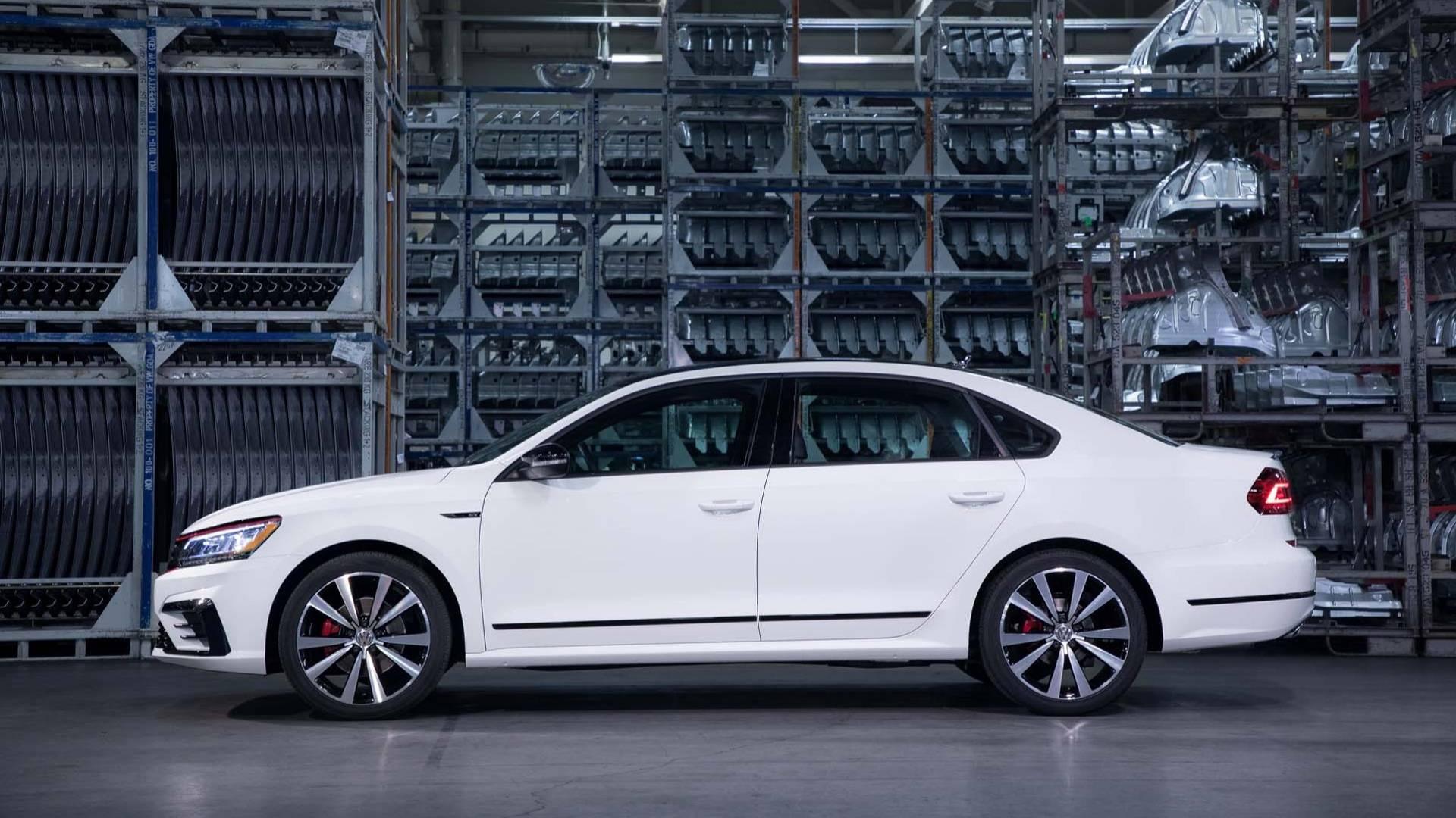 2018_Volkswagen_Passat_GT_0006