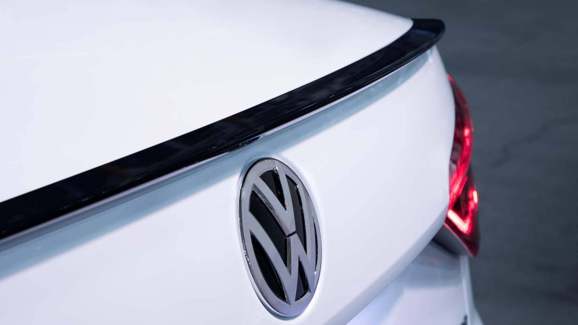 2018_Volkswagen_Passat_GT_0007