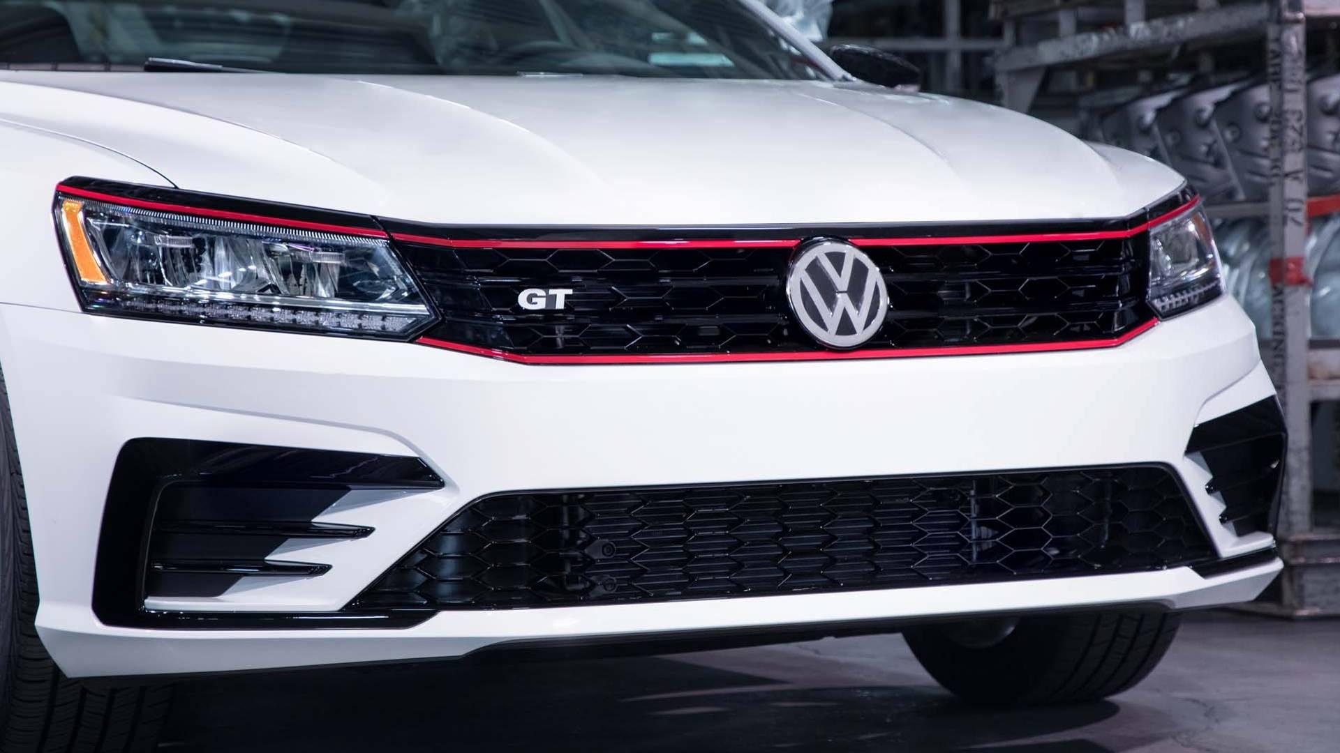2018_Volkswagen_Passat_GT_0009