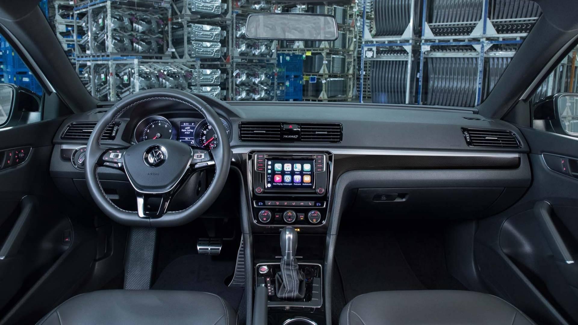 2018_Volkswagen_Passat_GT_0011