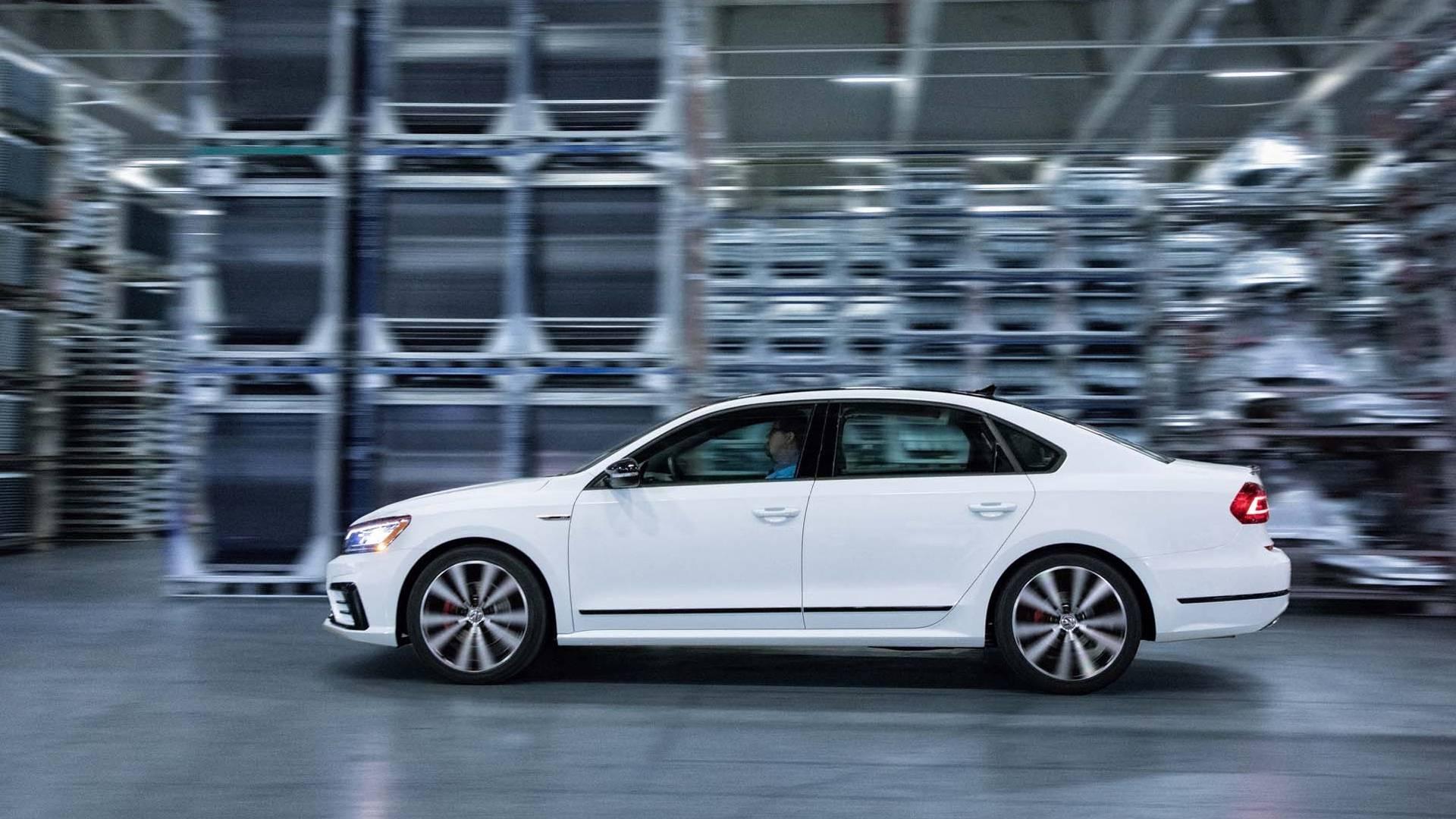 2018_Volkswagen_Passat_GT_0016